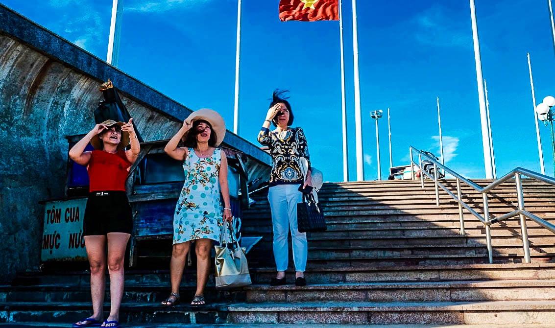 Tourists!, Vung Tau, Vietnam by JohnMilligan