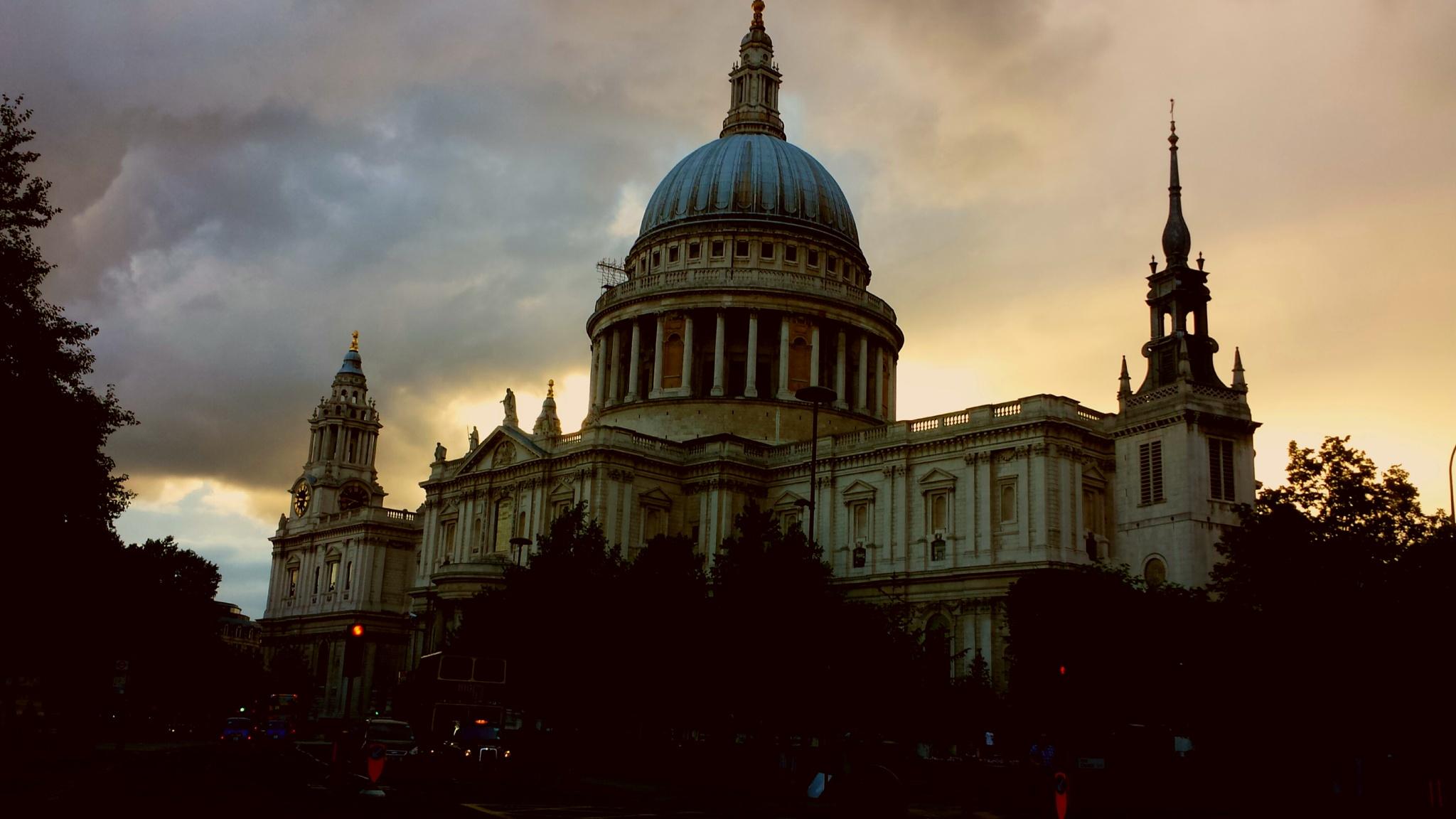 London St pauls by Narinder Johal