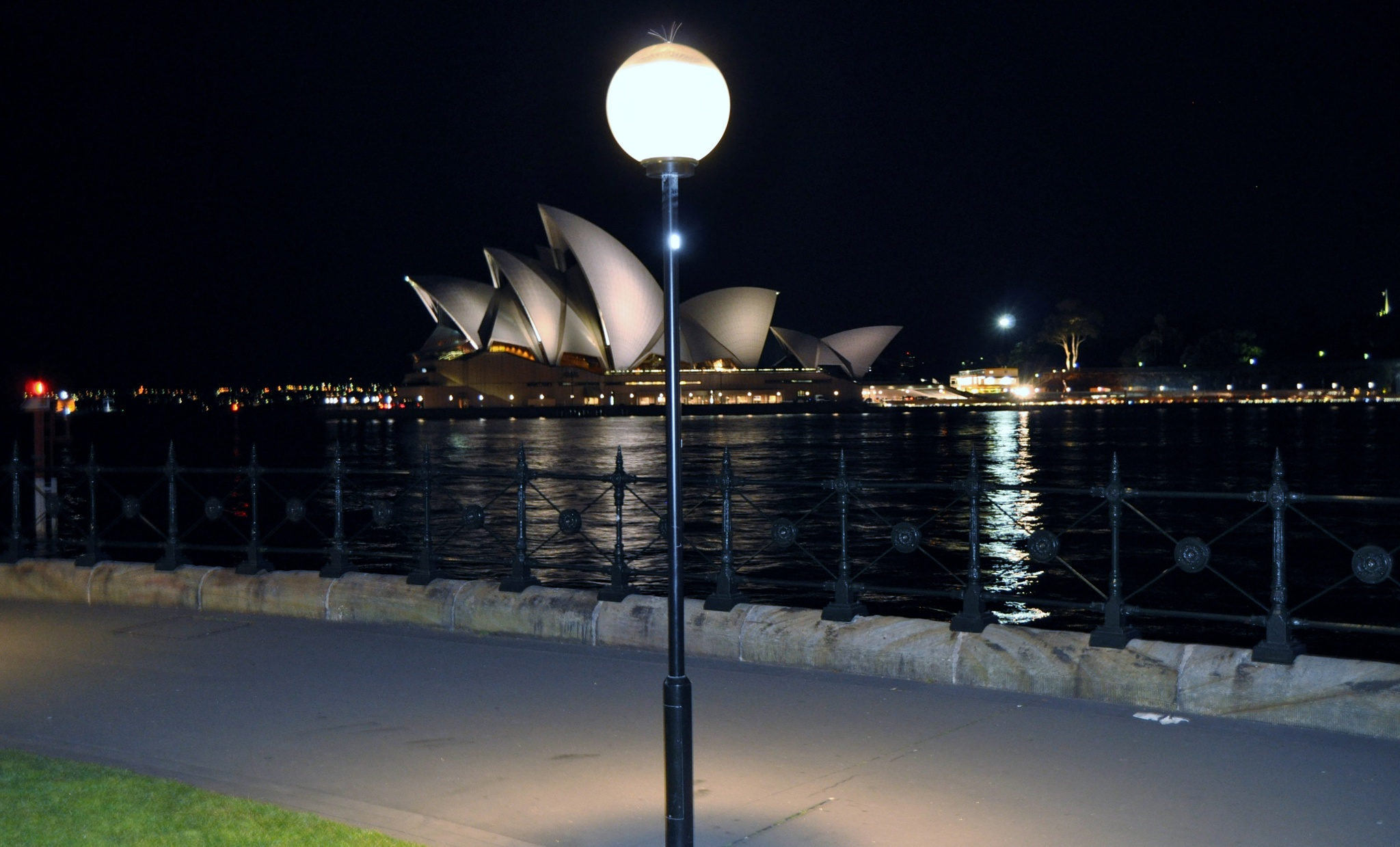 Ligth and Operahouse by stefan pettersson