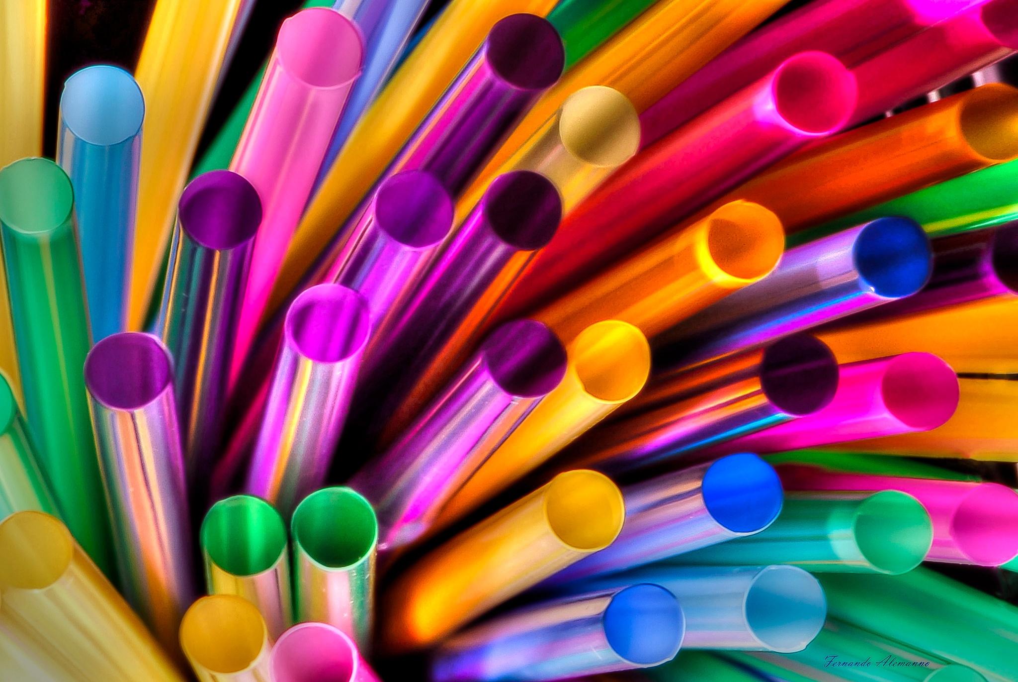 colored straws by fernanduk