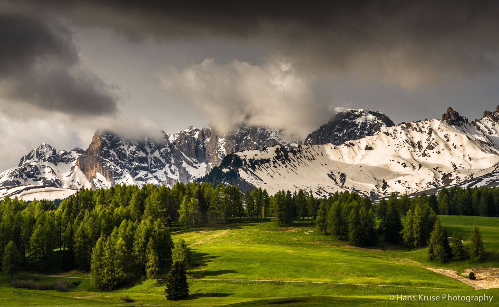 Greenery in the mountains by Hans Kruse