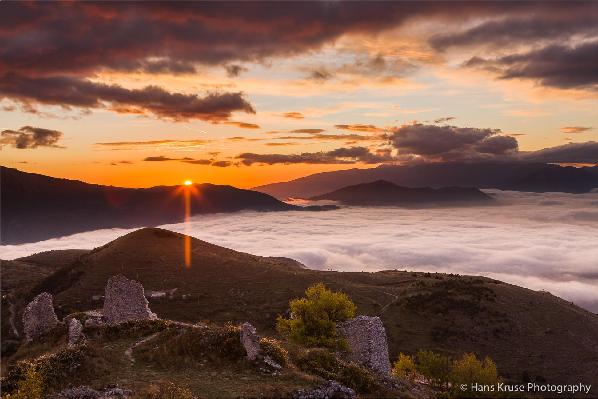 Sunrise at the old castle by Hans Kruse