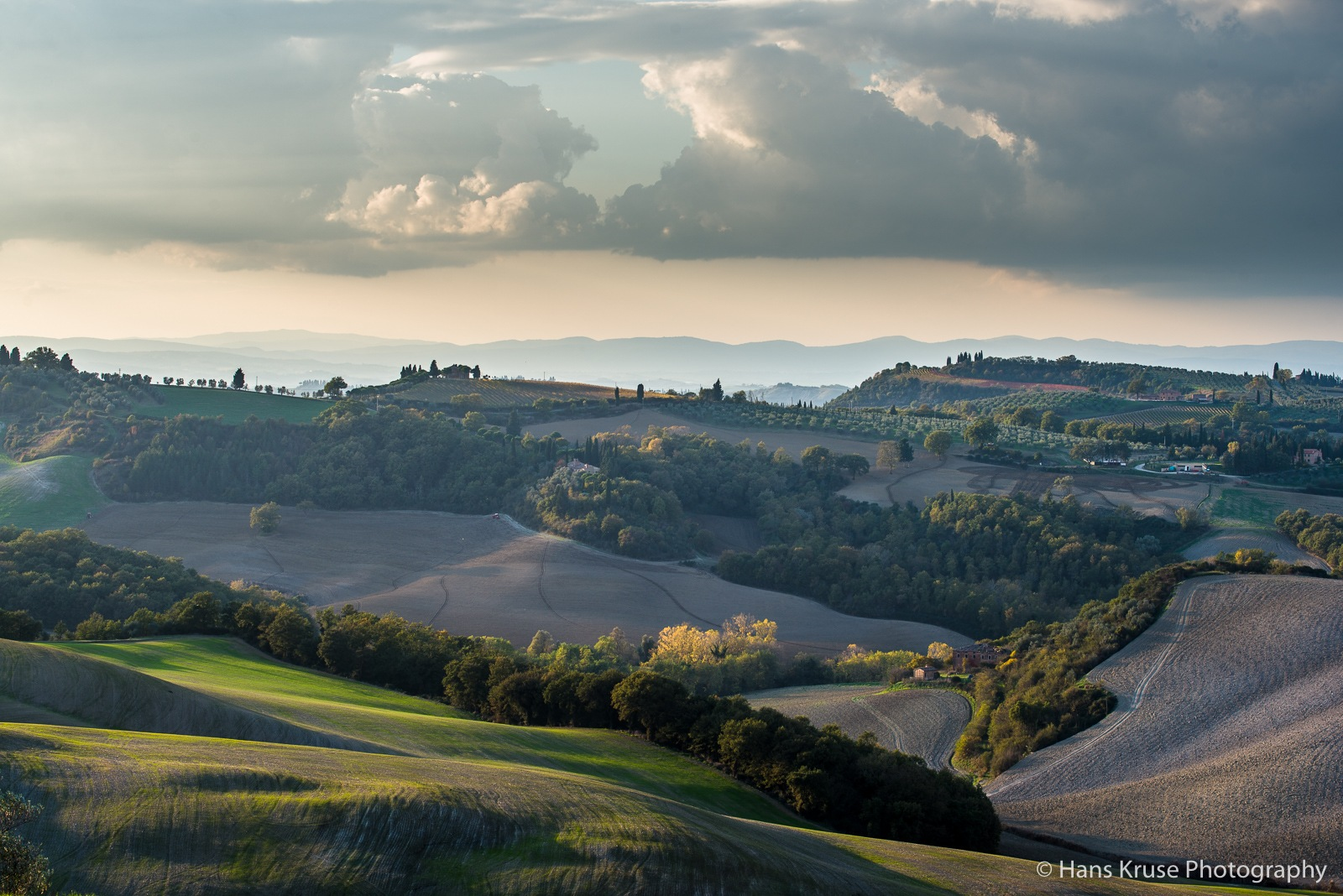 Rolling hills in afternoon light by Hans Kruse