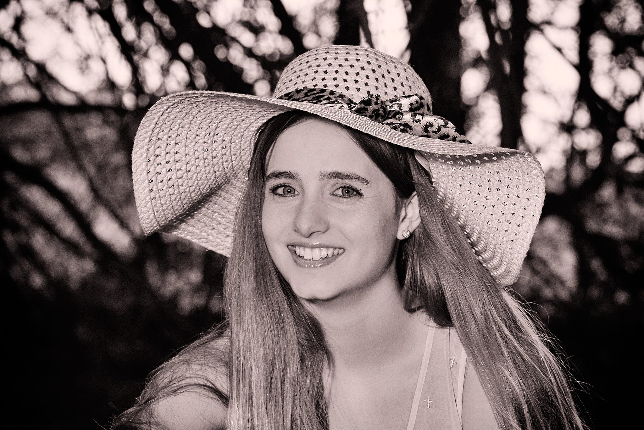 Lucia (15) by clarandaburu