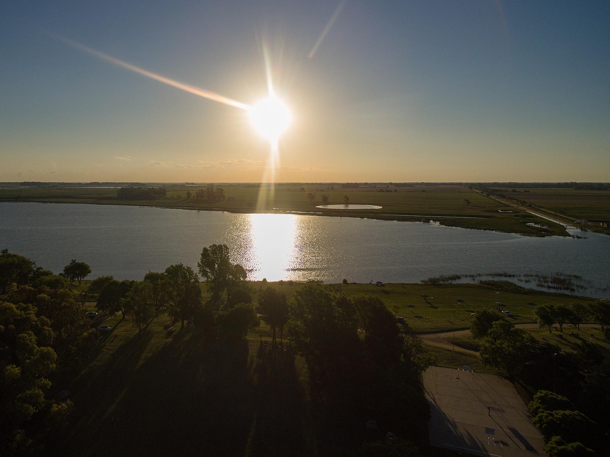 Lake sunset by clarandaburu