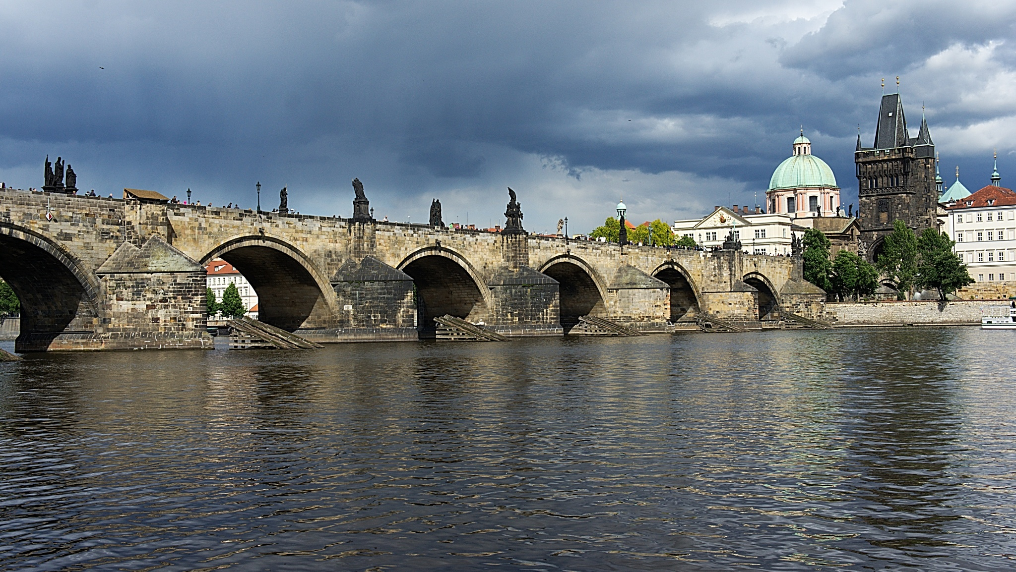 Karluv most / Charles bridge in Prague by kleckaj6