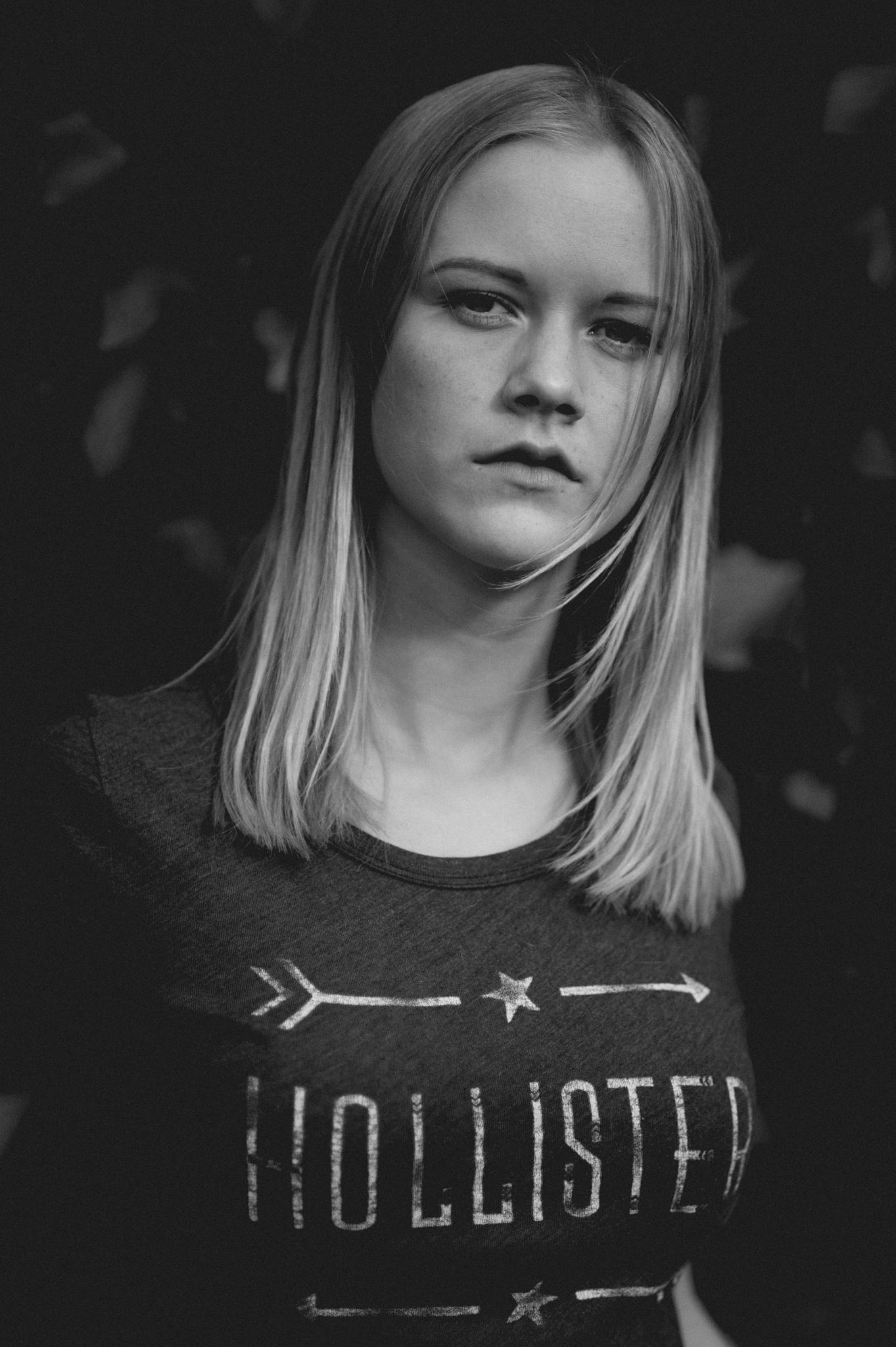 Spontaneous shooting with Nina by Jens Zieglowski