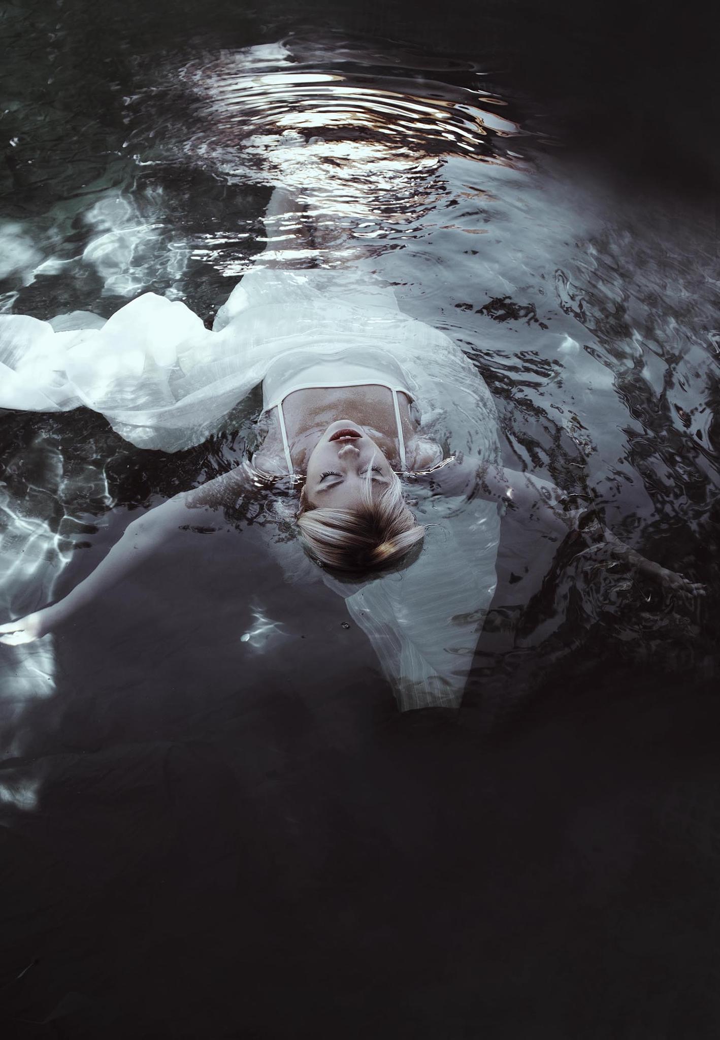 Floating by Jovana Rikalo
