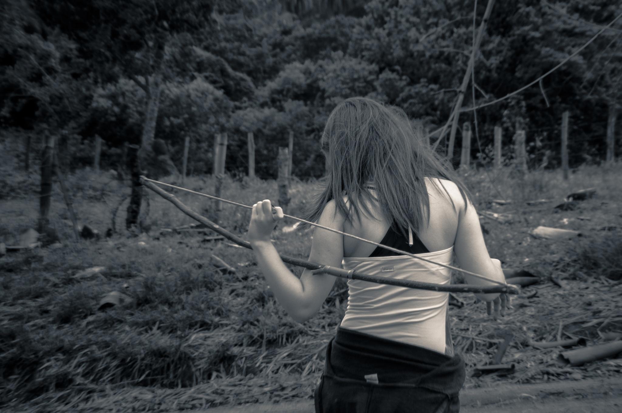 Brenda com arco e flecha... by Idanir Pawelkiewicz