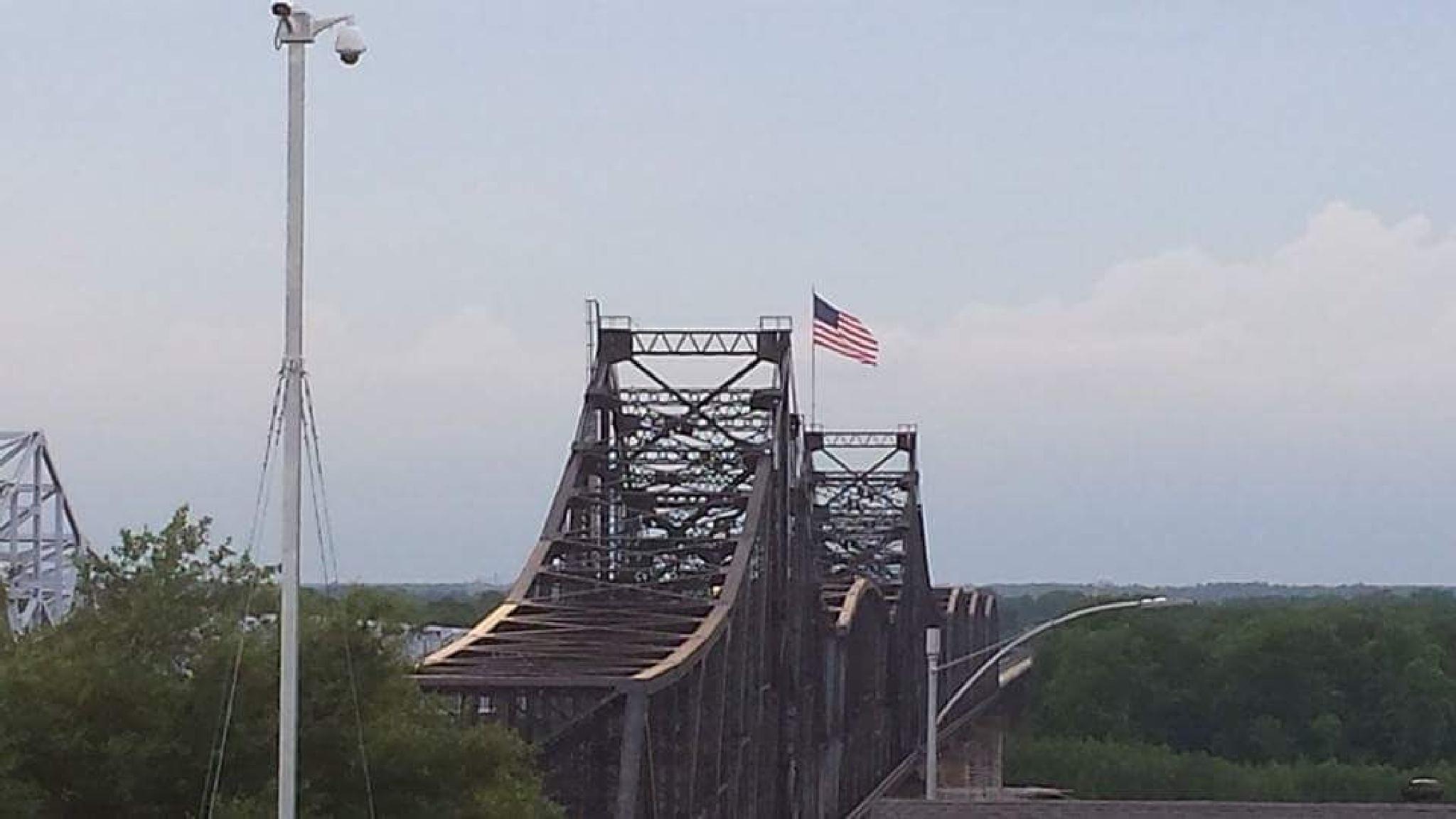 Mississippi-Louisiana Bridge by ShyannAutumn