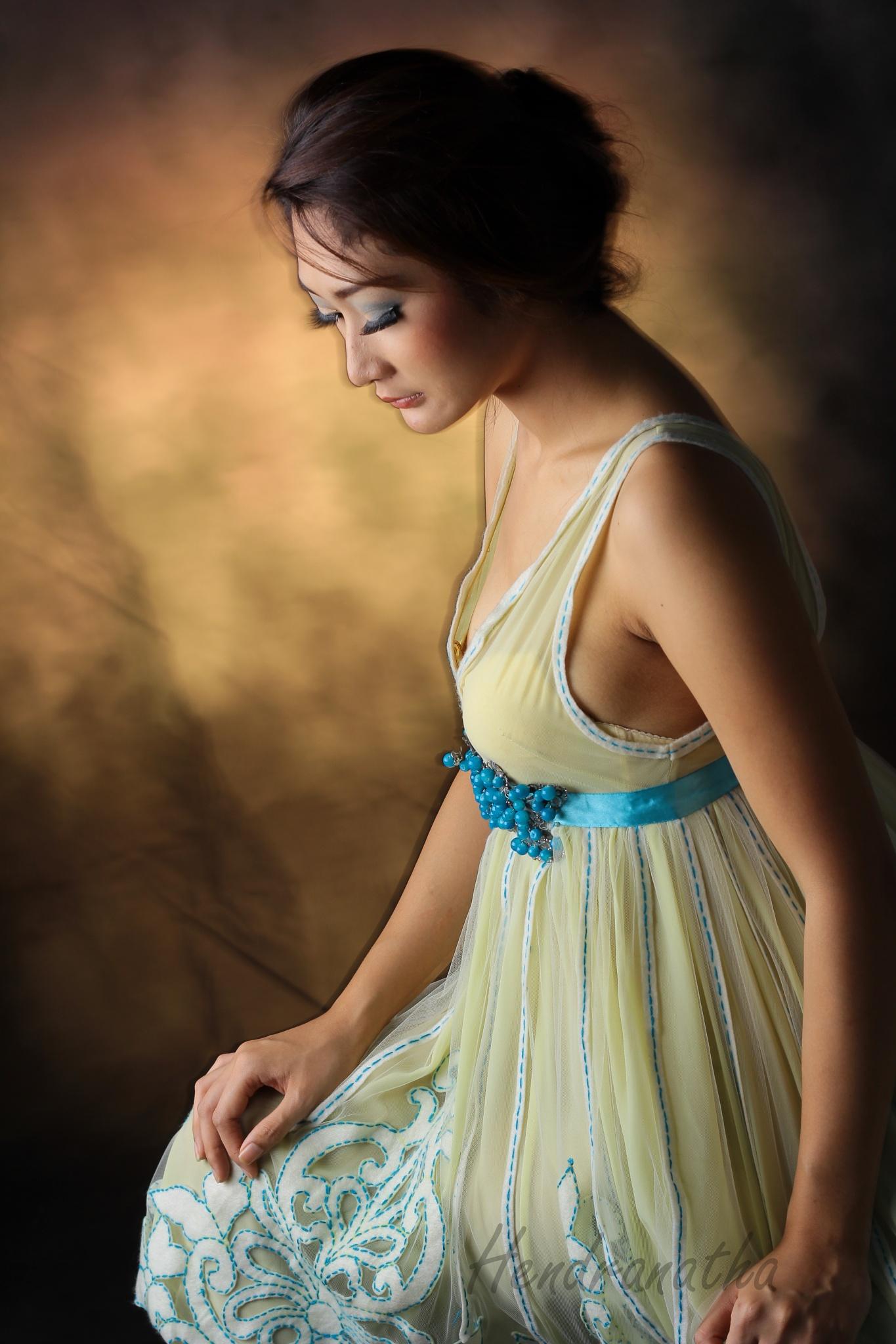 Just pose  by Hendranatha