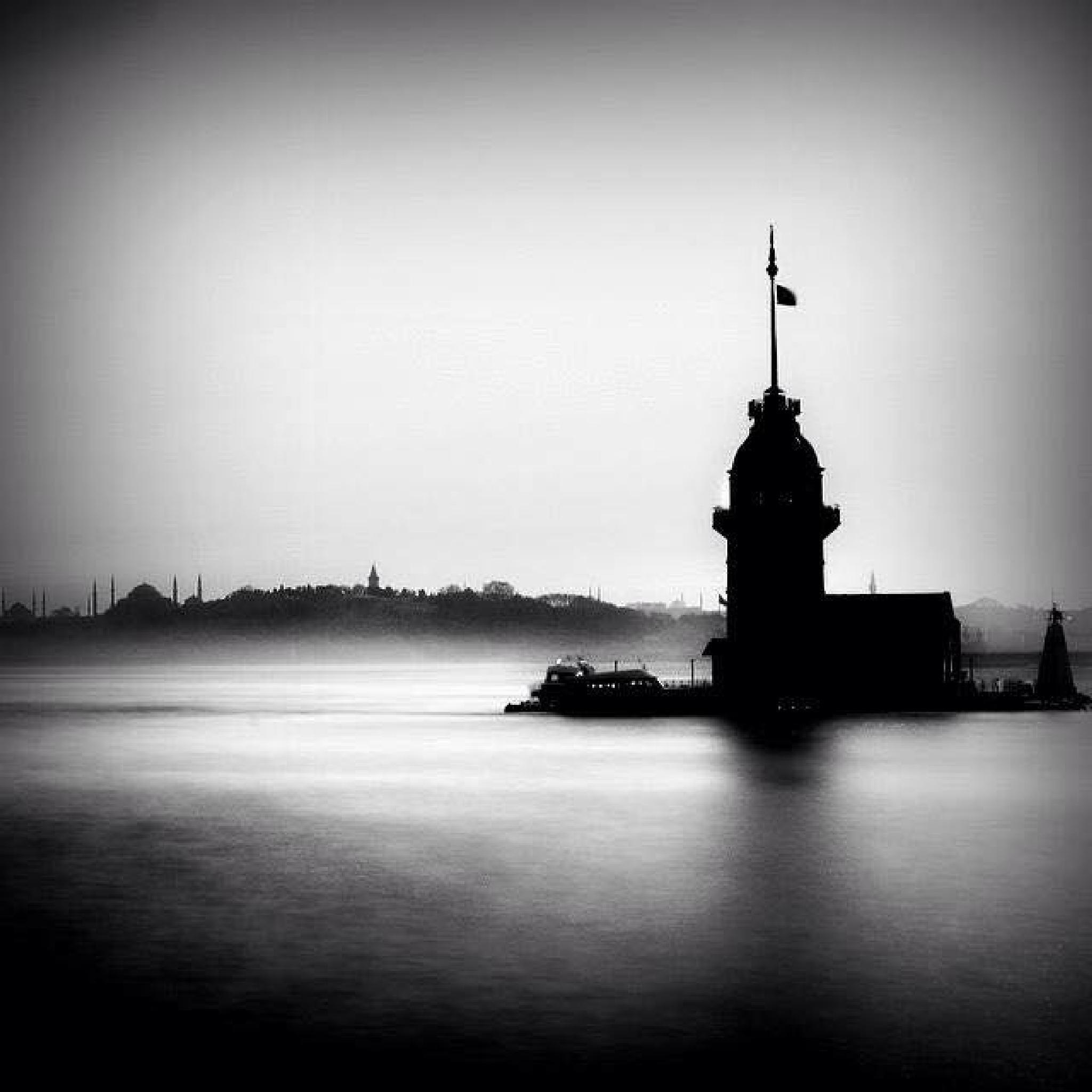 Kız Kulesi / The Maiden's Tower by ftshnur