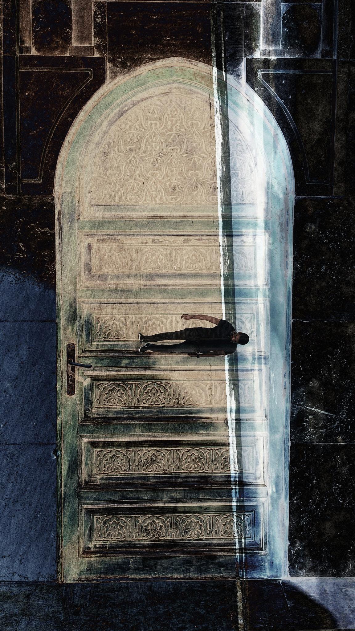 behind the door ... crazy man by Ayoub Kaouh