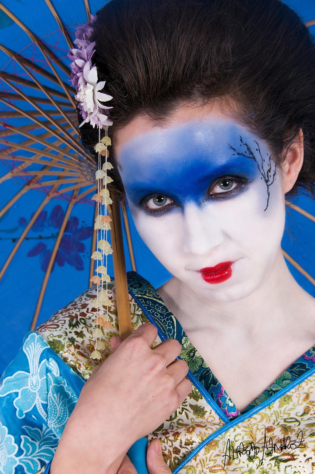 Geisha by Alfredo Aznarez