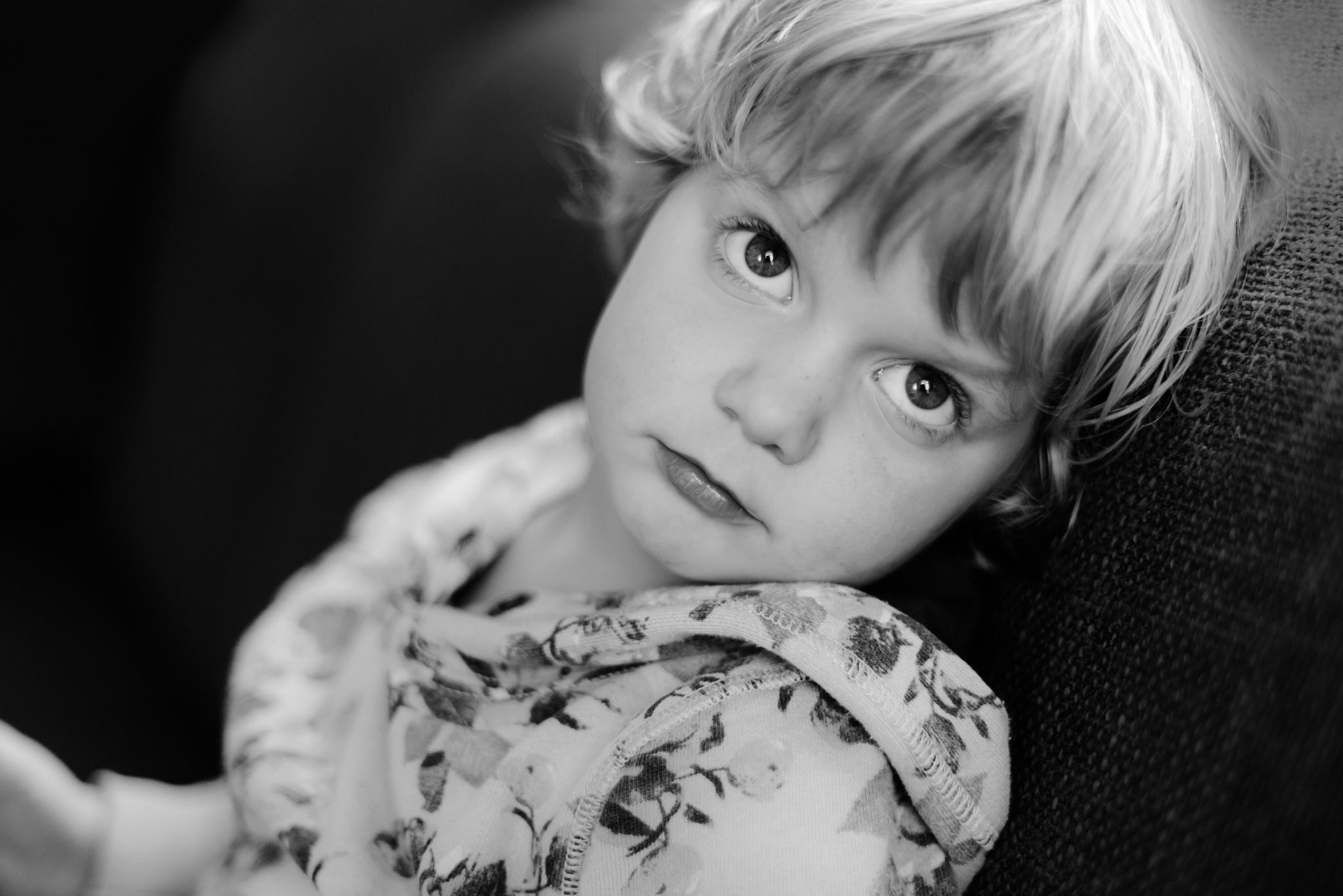 Staring eyes of little Noah... by AdrielleFotografie