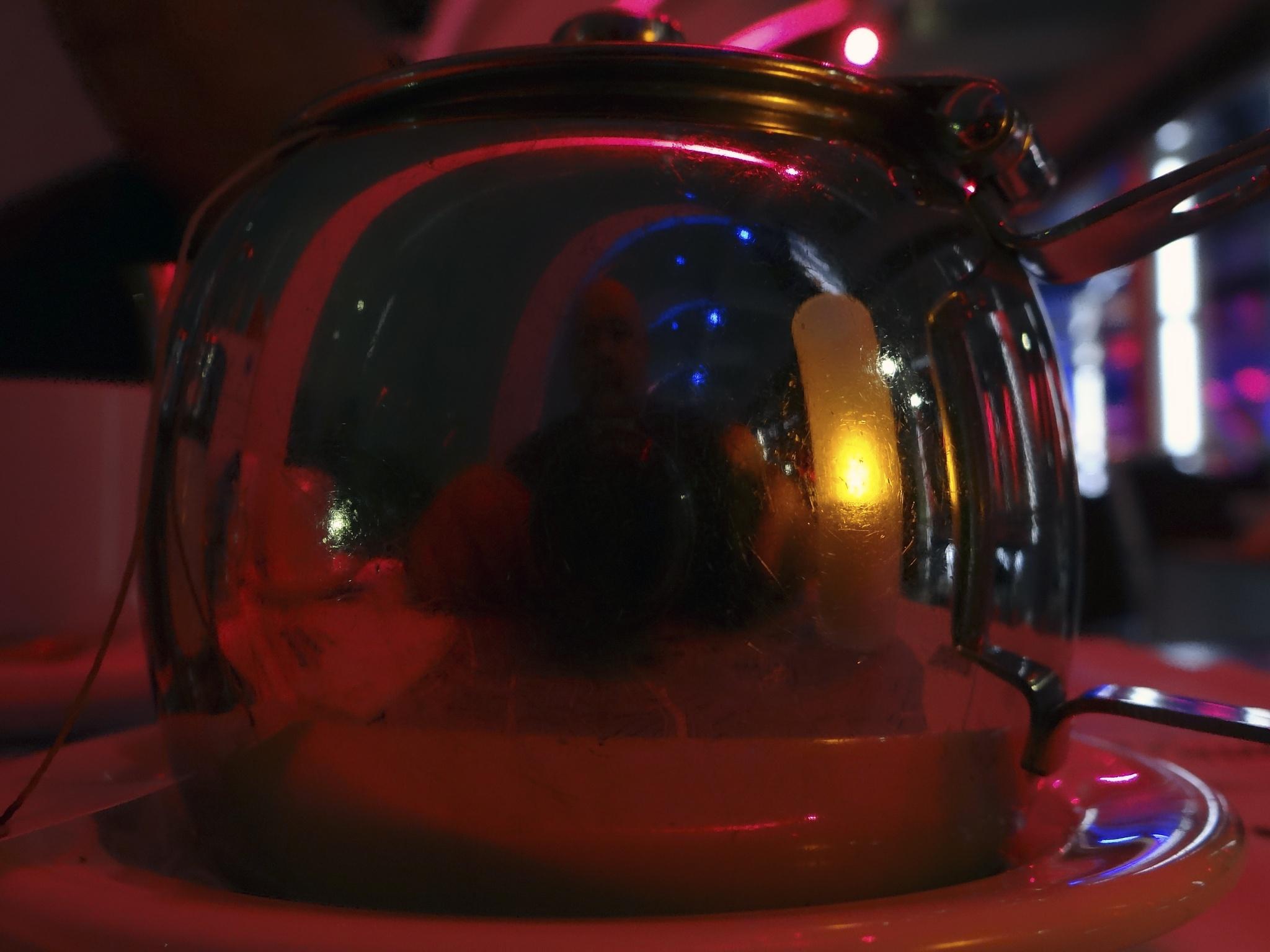 selfi in a tea-pot by Alex  Falcon
