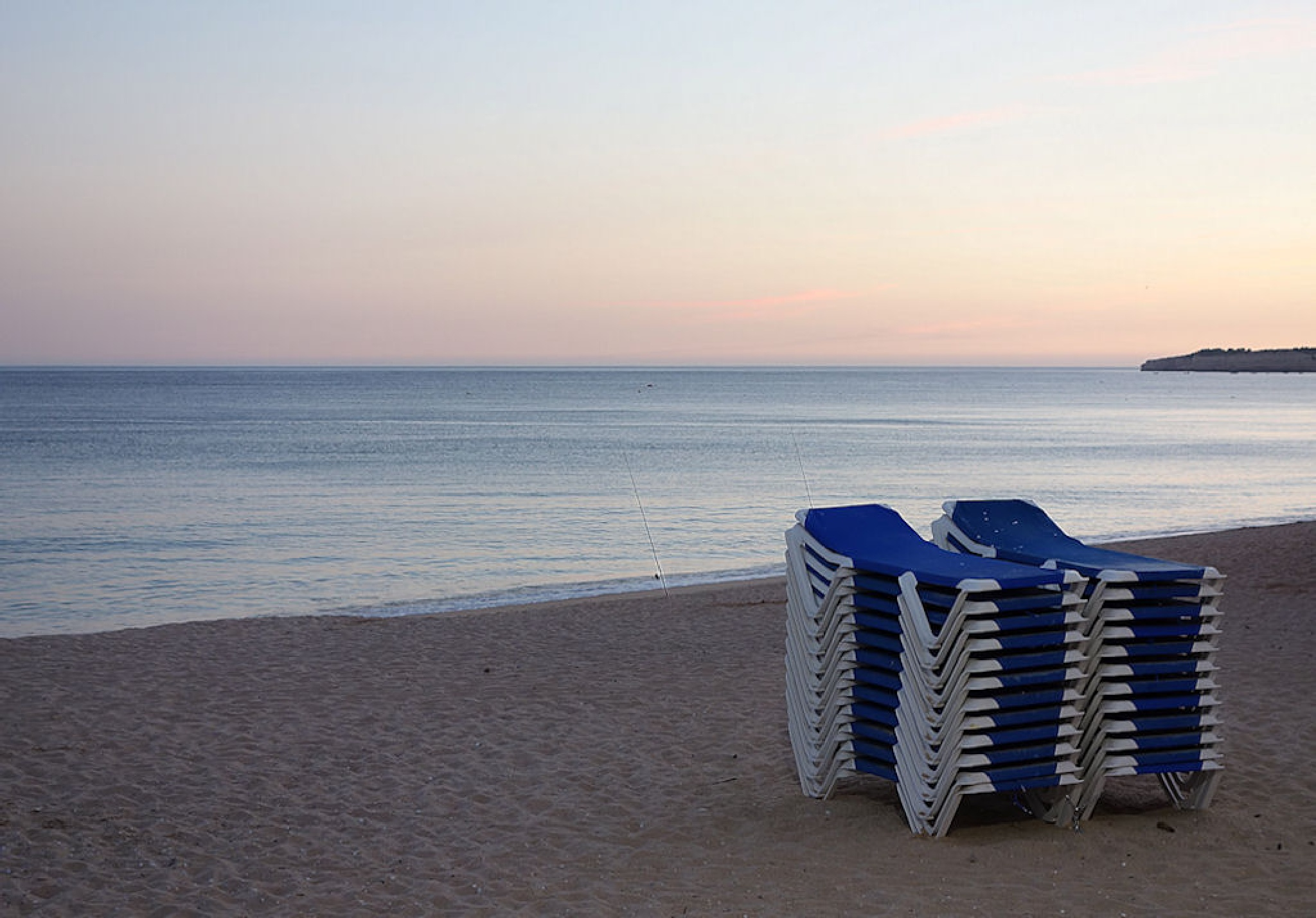 Empty beach by Luis Salmonete