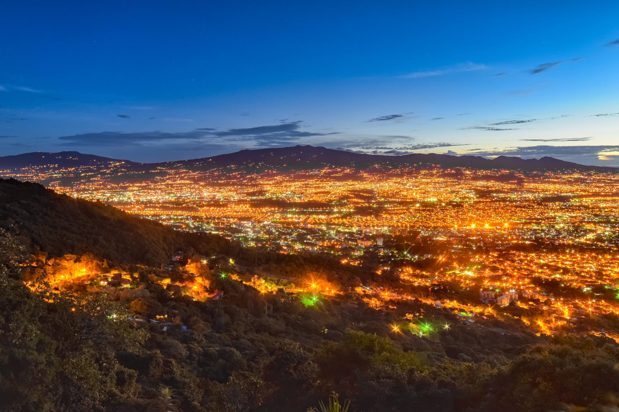 Dawning on the city by JaribFoto
