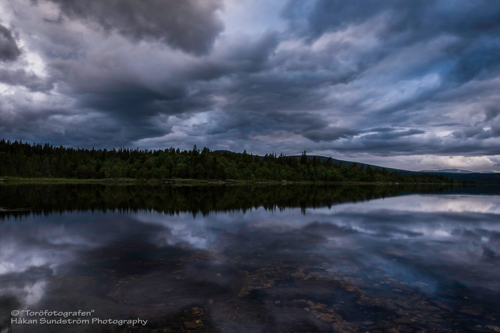Cloud reflection by Håkan Sundström
