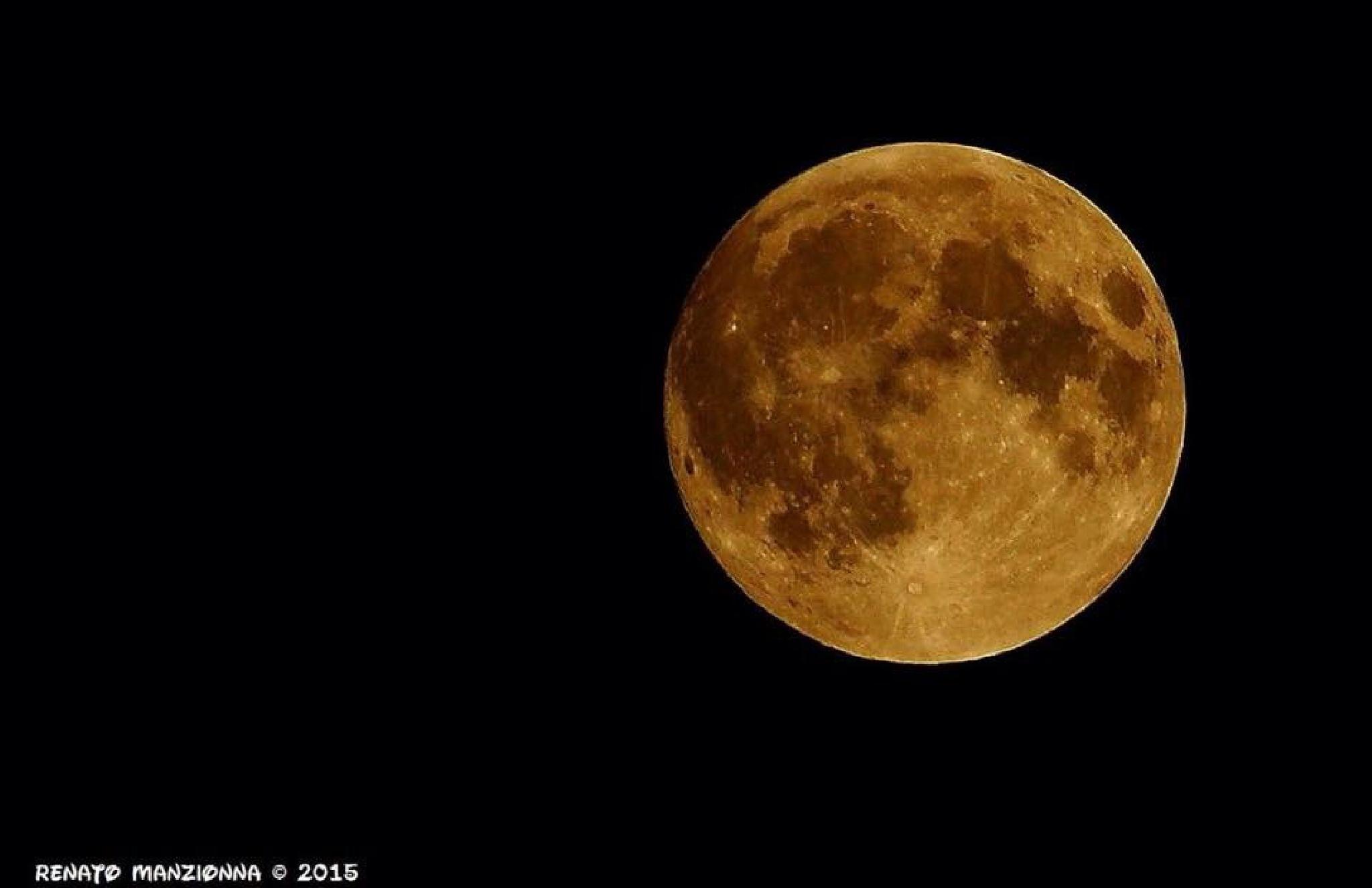 full moon  by Renato Manzionna