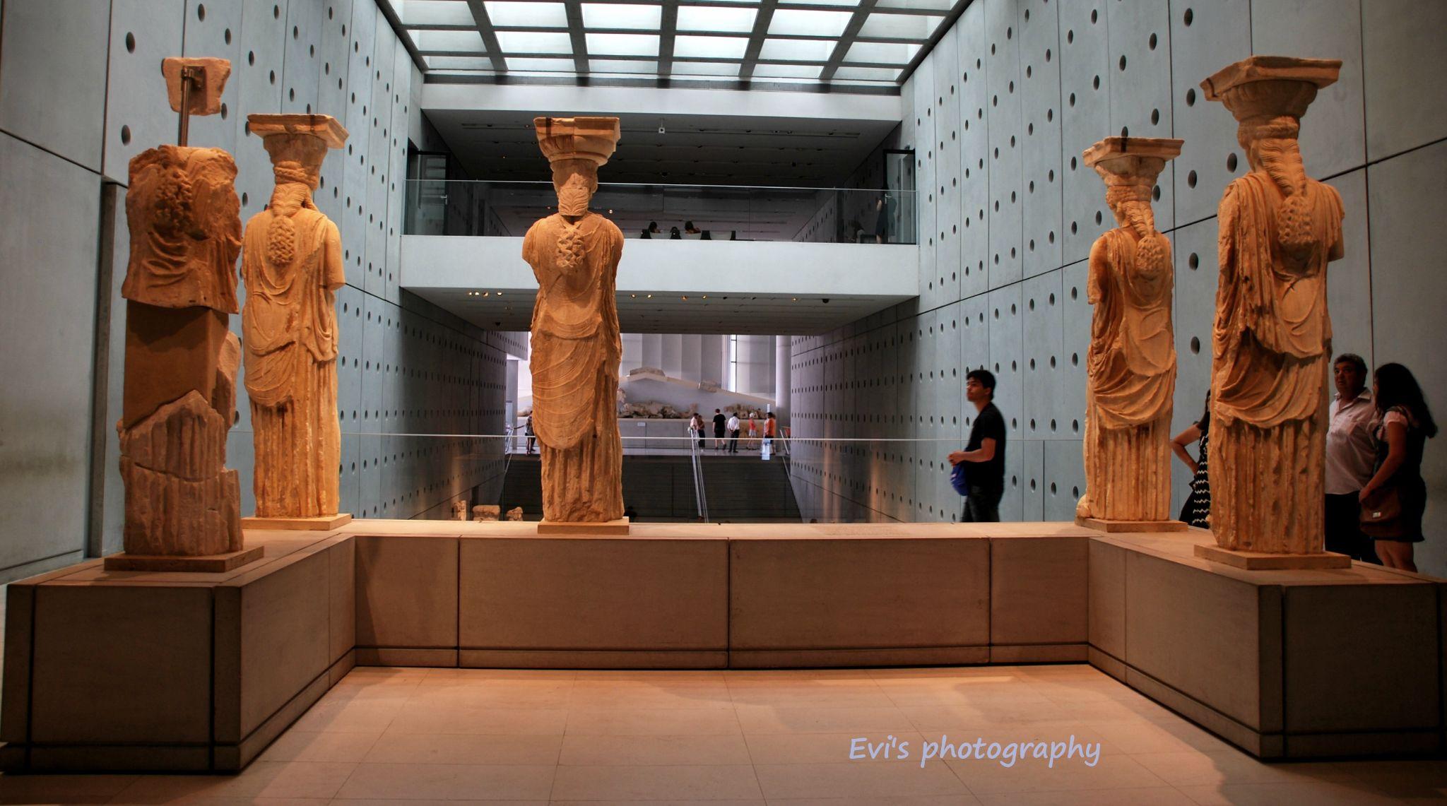 Karyatides, waiting their sister. by evipan1085