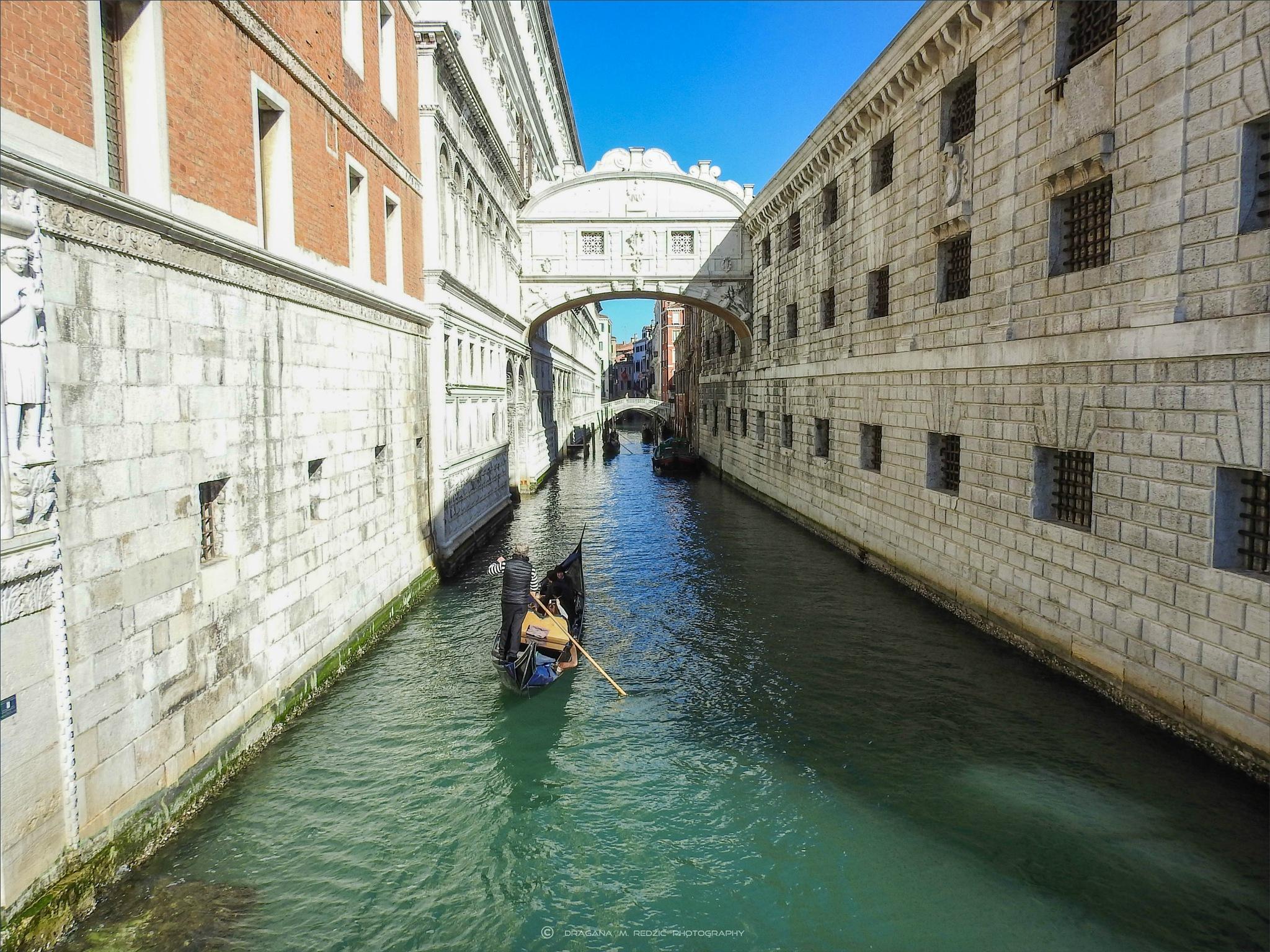 Soleggiato canale e sul Ponte dei Sospiri, Venezia by Драгана М. Реџић