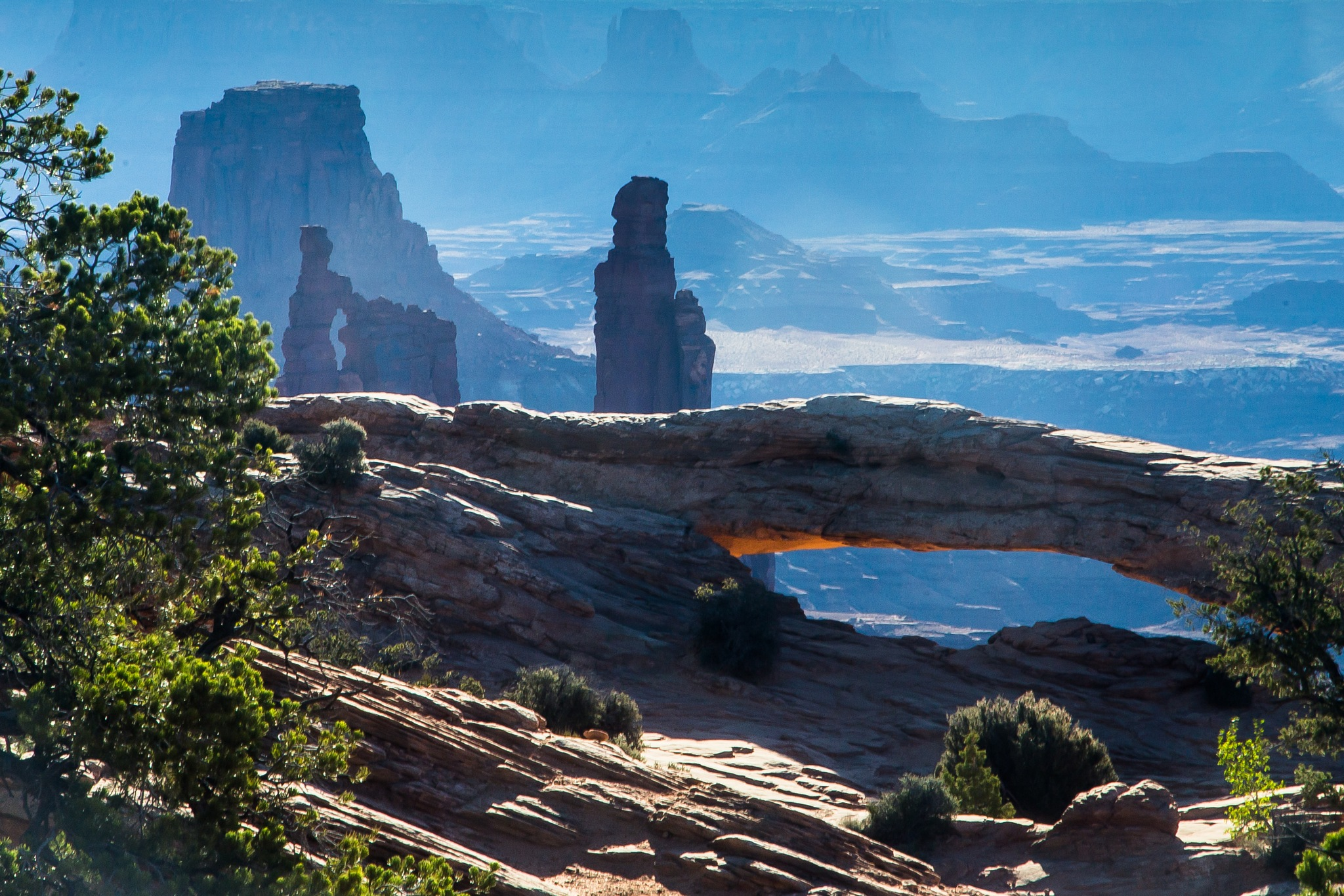 Mesa Arch, Canyonlands by volkhard sturzbecher