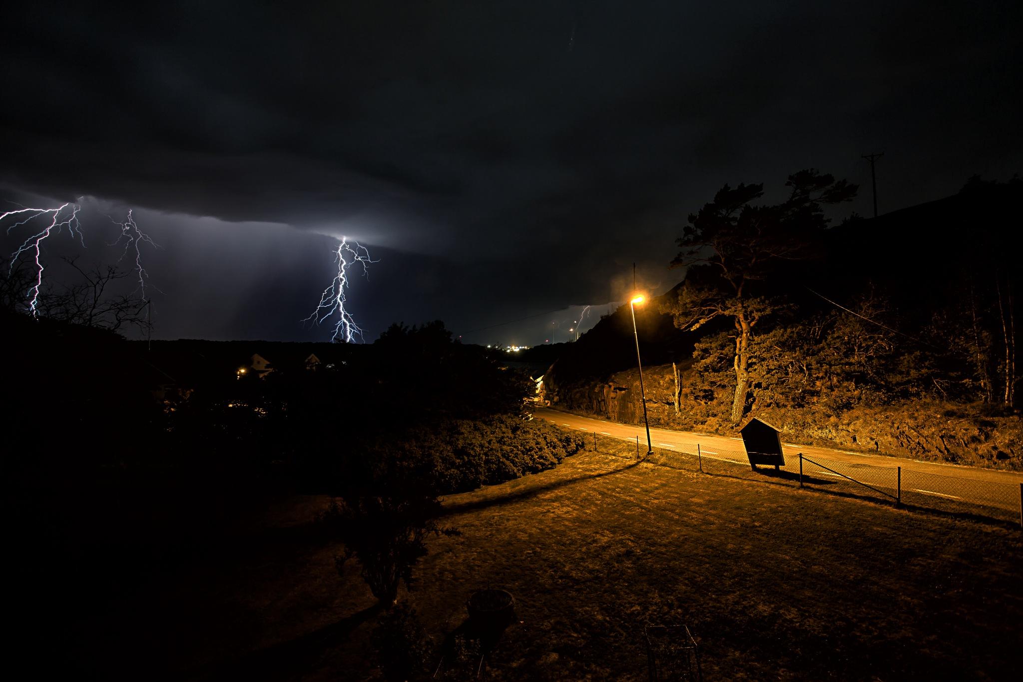 Thunder by idaeliasson88