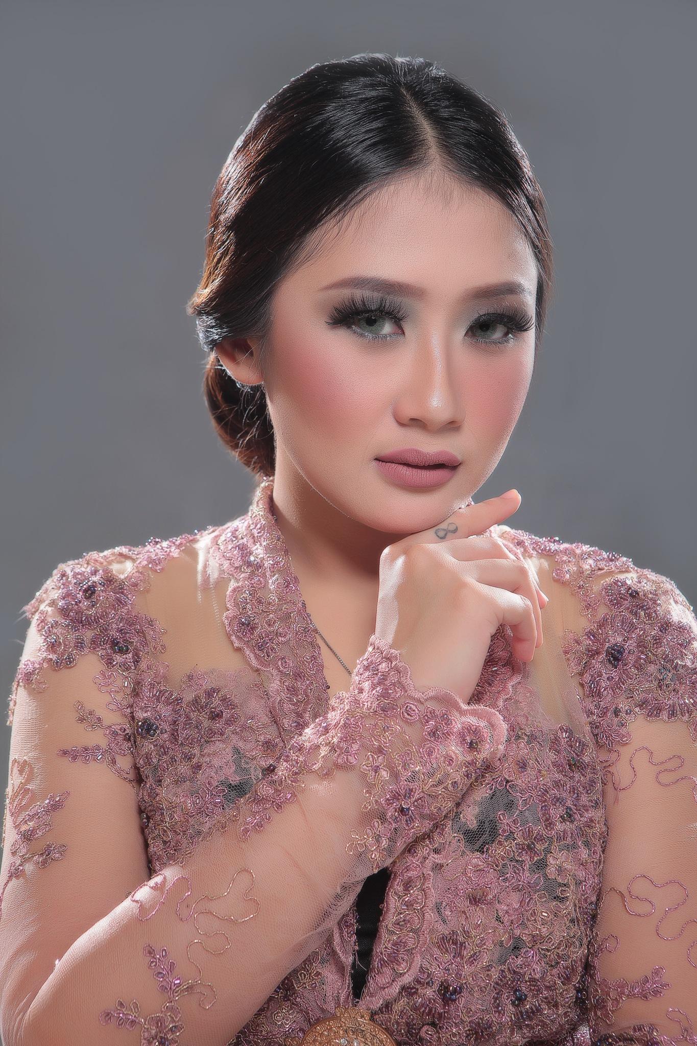 Kebaya indonesia  by Suryanto Kristian