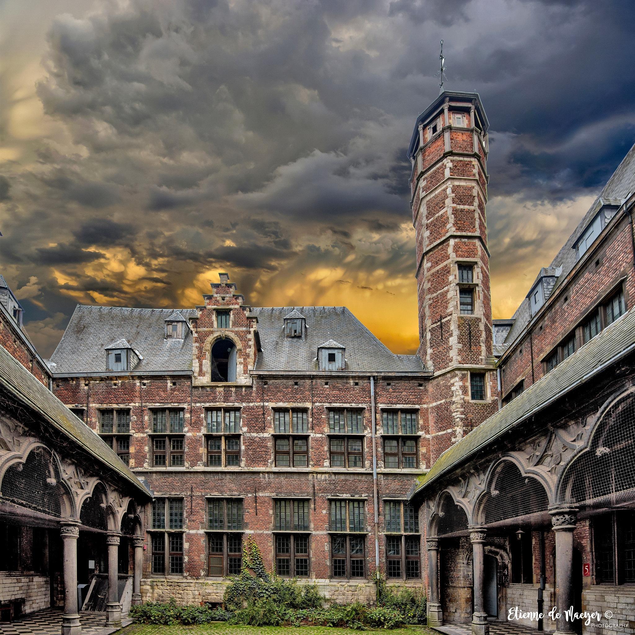 de Pagaddertoren by Etienne de Maeyer