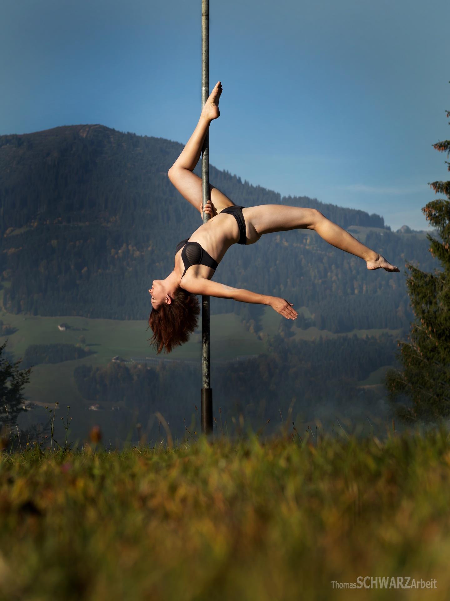 pole dance 07 by thomasschwarzarbeit