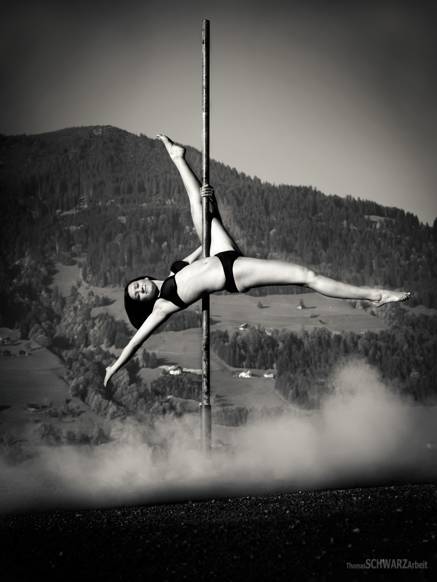 pole dance 06 by thomasschwarzarbeit