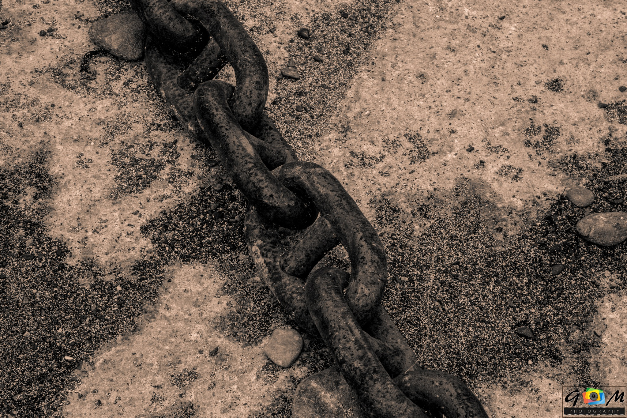 chains keep us together  by Graeme Mathieson