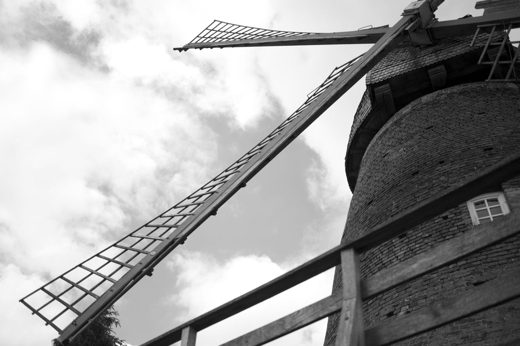 Windmill by peterkryzun