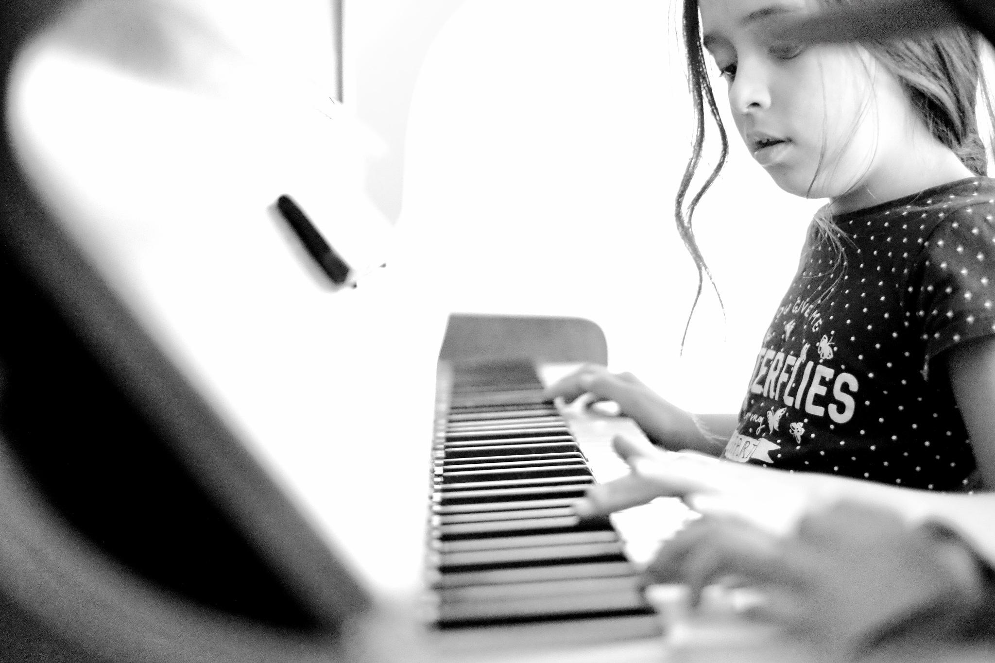 Music by peterkryzun