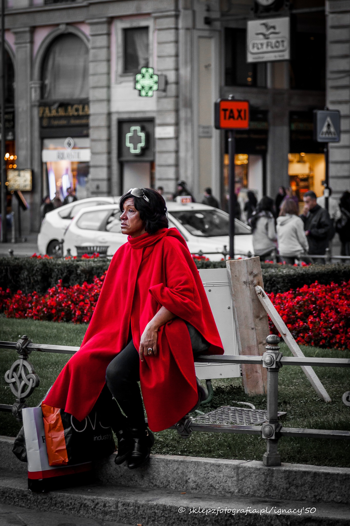 An evening in Milan - the women in red 1st by ignacy50
