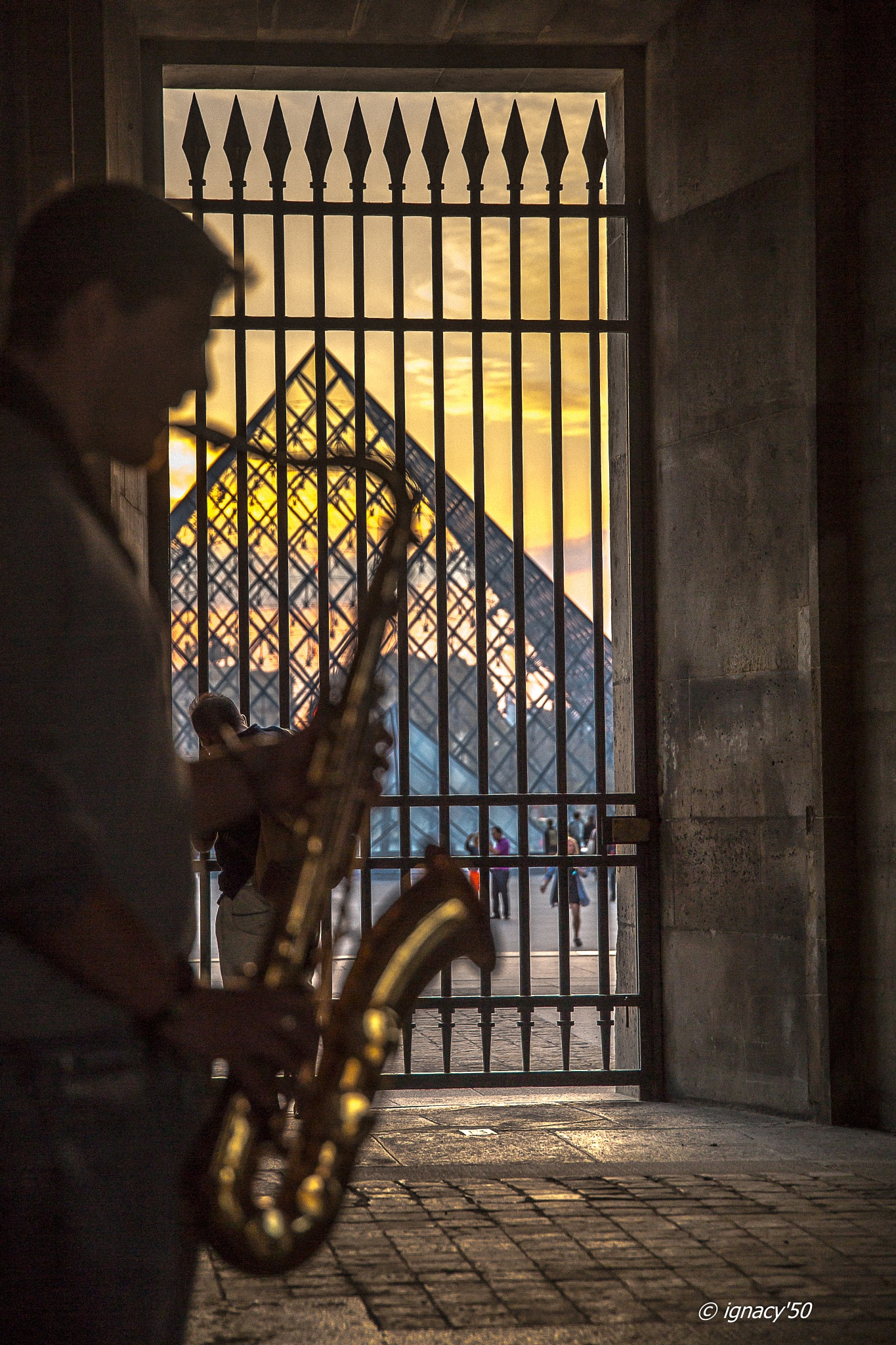 a short story about the sound of Jazz in the Louvre by ignacy50