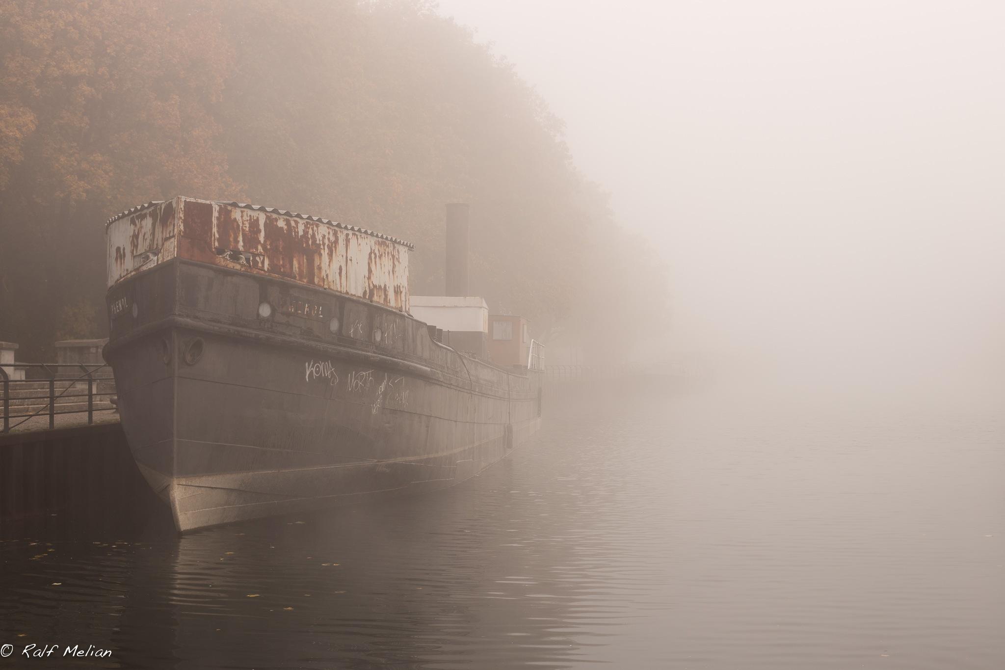 Schiff im Nebel by melianfotografie