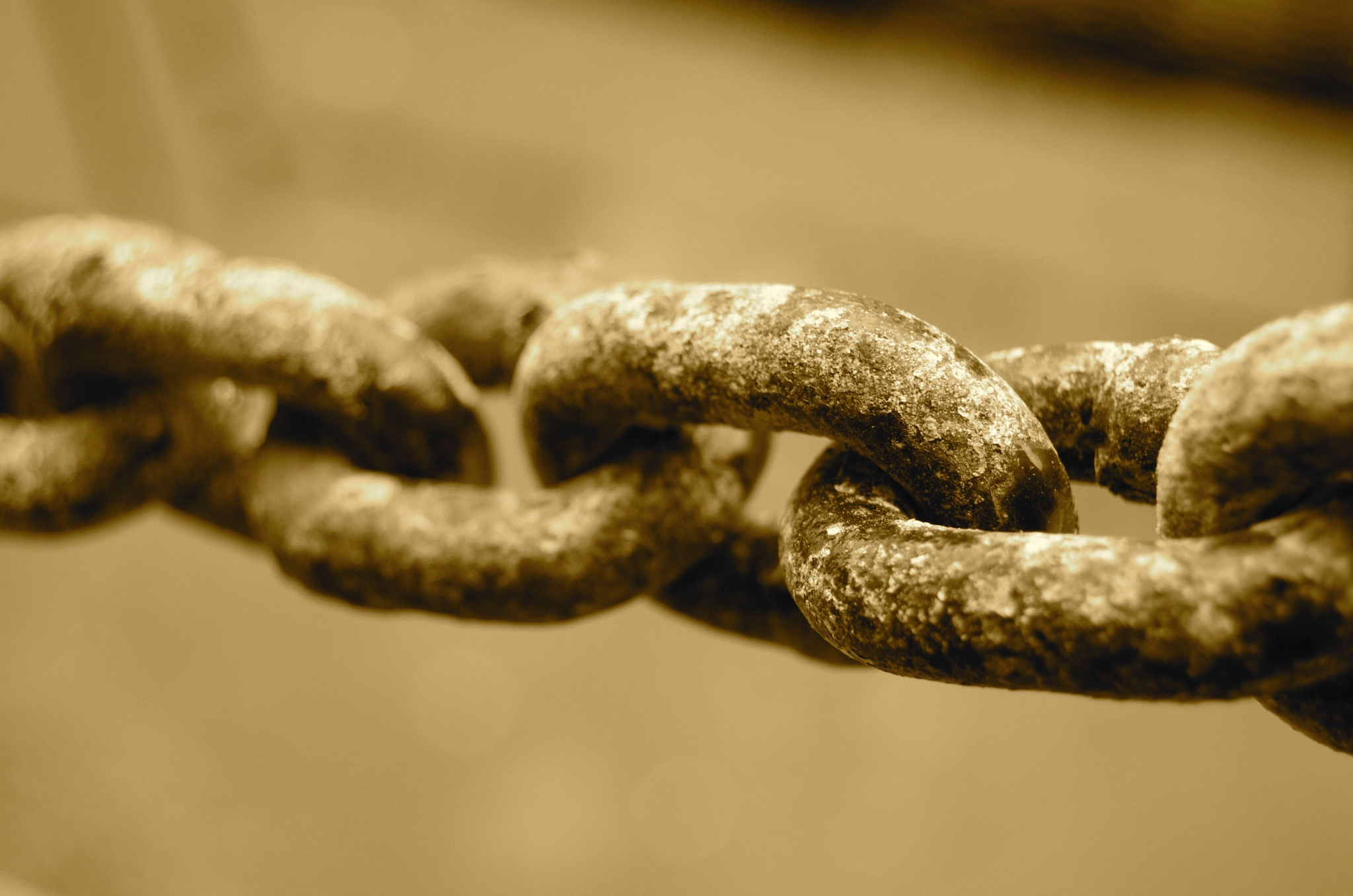 Rusted chain by Lars-Toralf Utnes Storstrand
