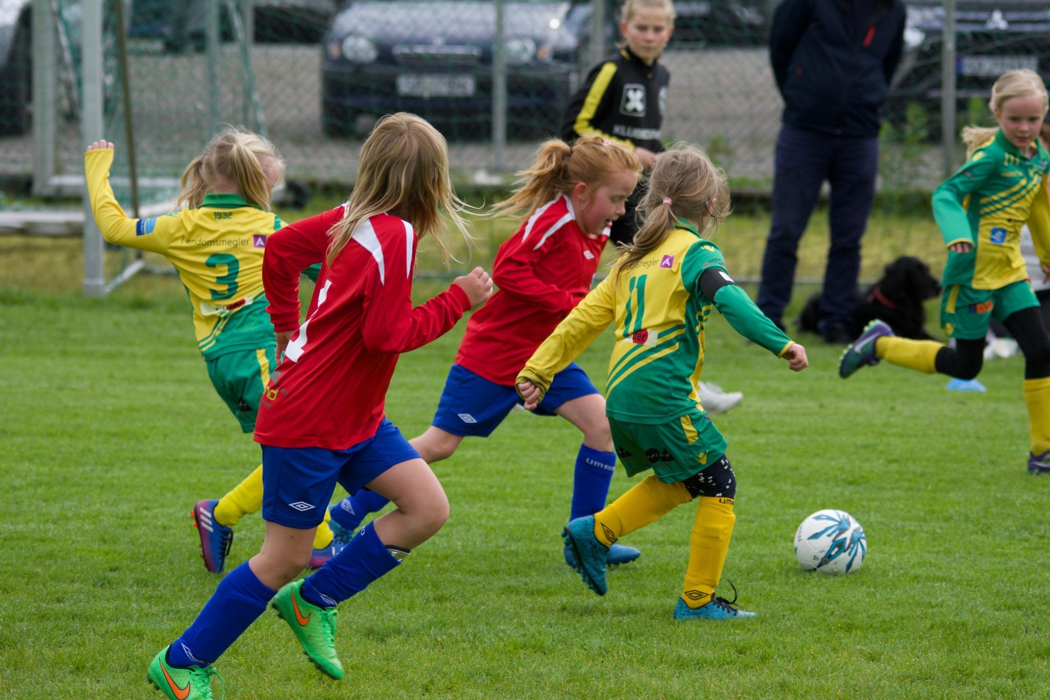 Girlie Football 1.001 by Lars-Toralf Utnes Storstrand