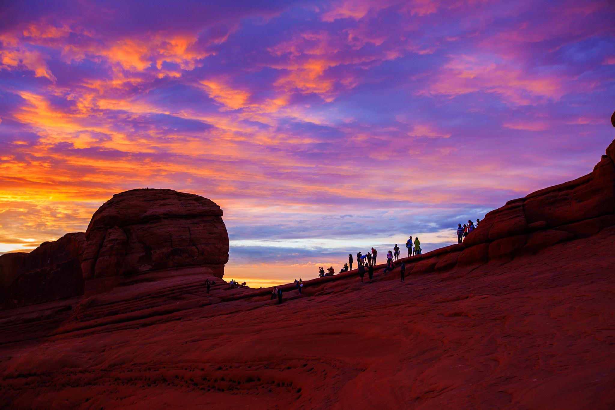 sunset at delicate arch by ck khui