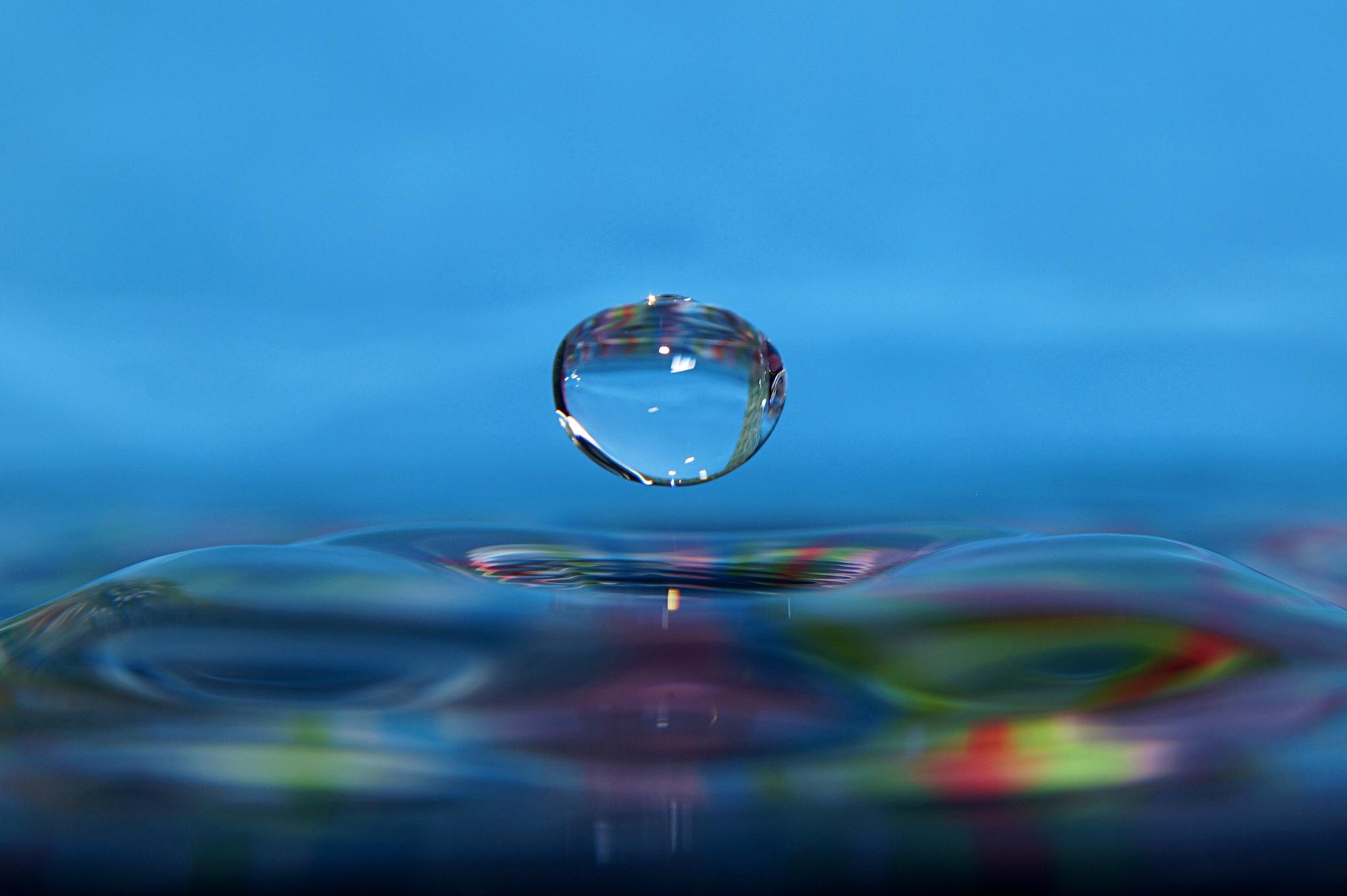 waterdrop by Klaus Vartzbed