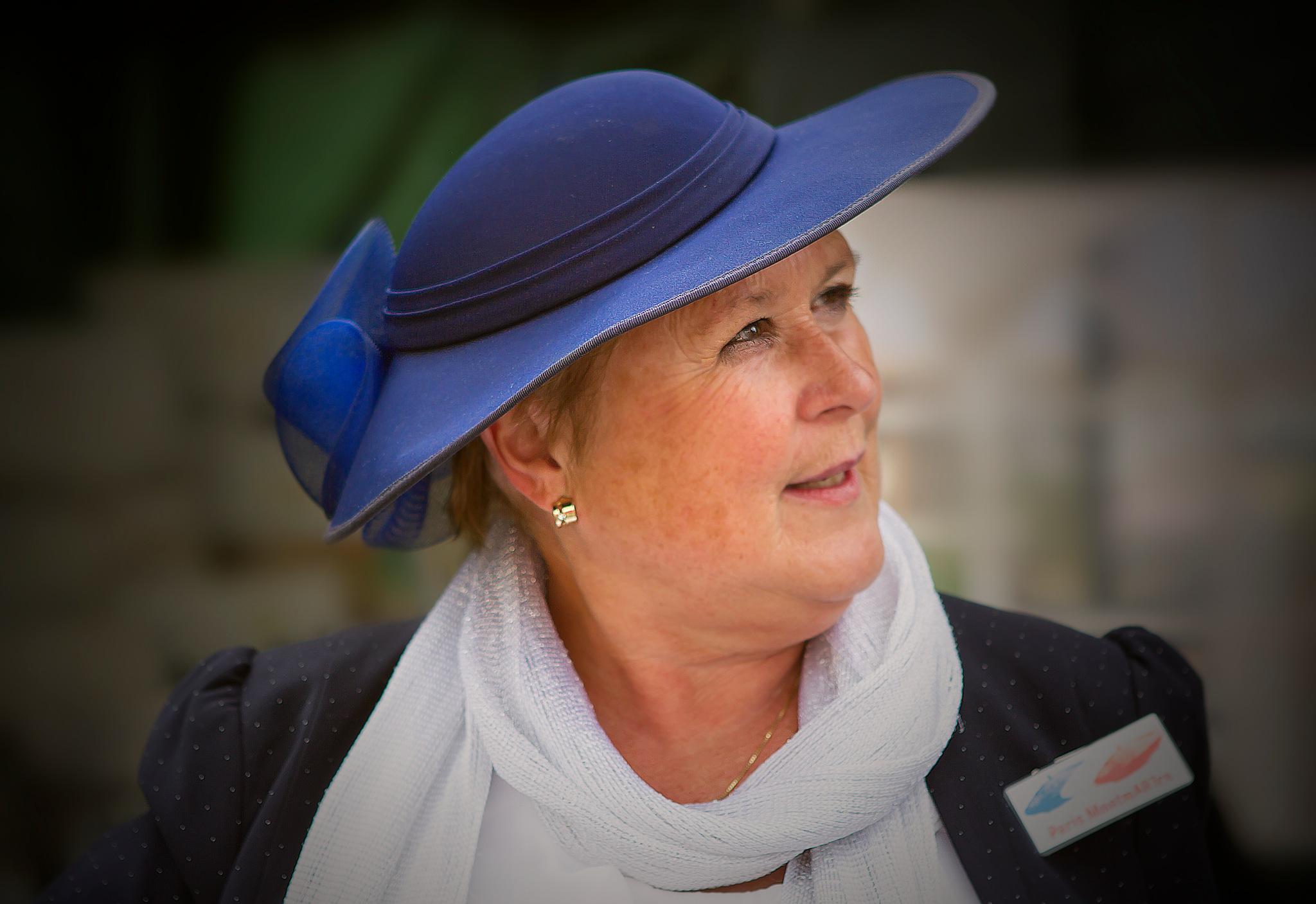 blue hat by Renaat