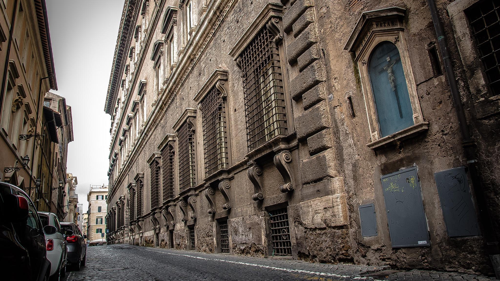 Perspectiva lateral del Palazzo Farnese  by oscarruben_suarez