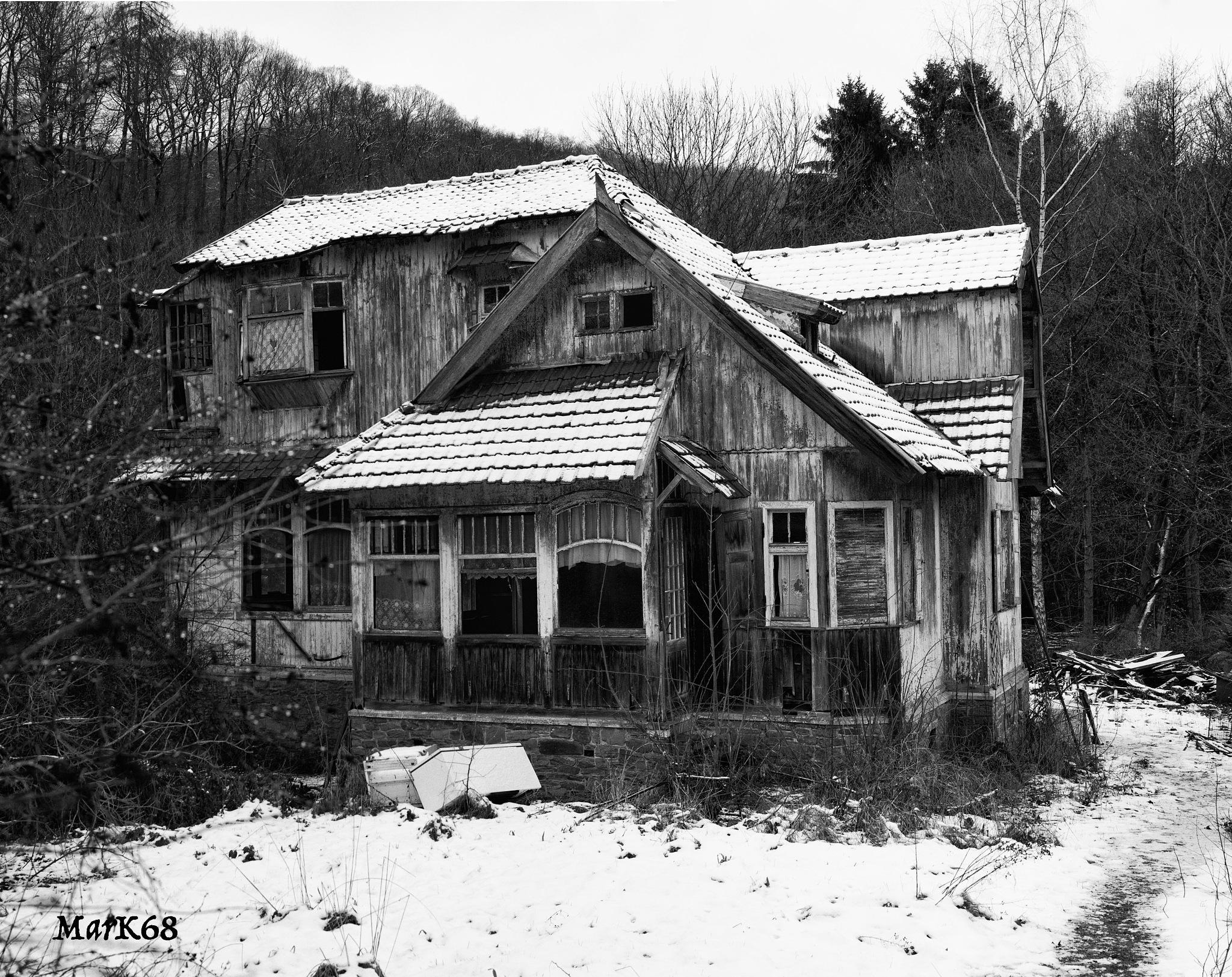 Villa Lambin by Marc Kurowski
