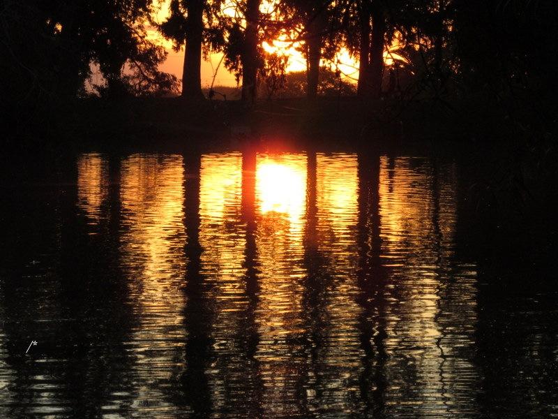 Atardece junto al lago. by lusombra