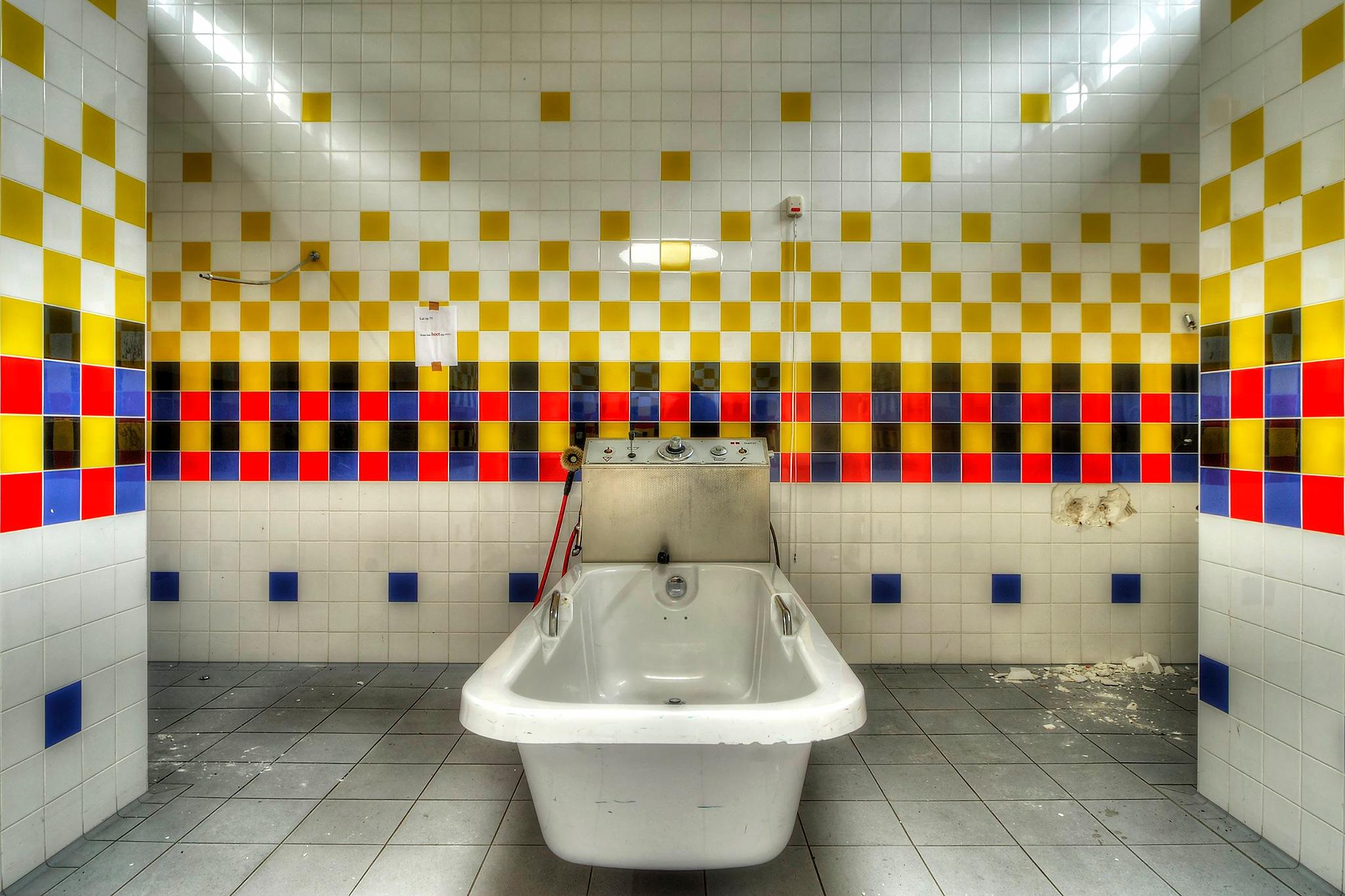 you're bath is ready! by GJ Besselink