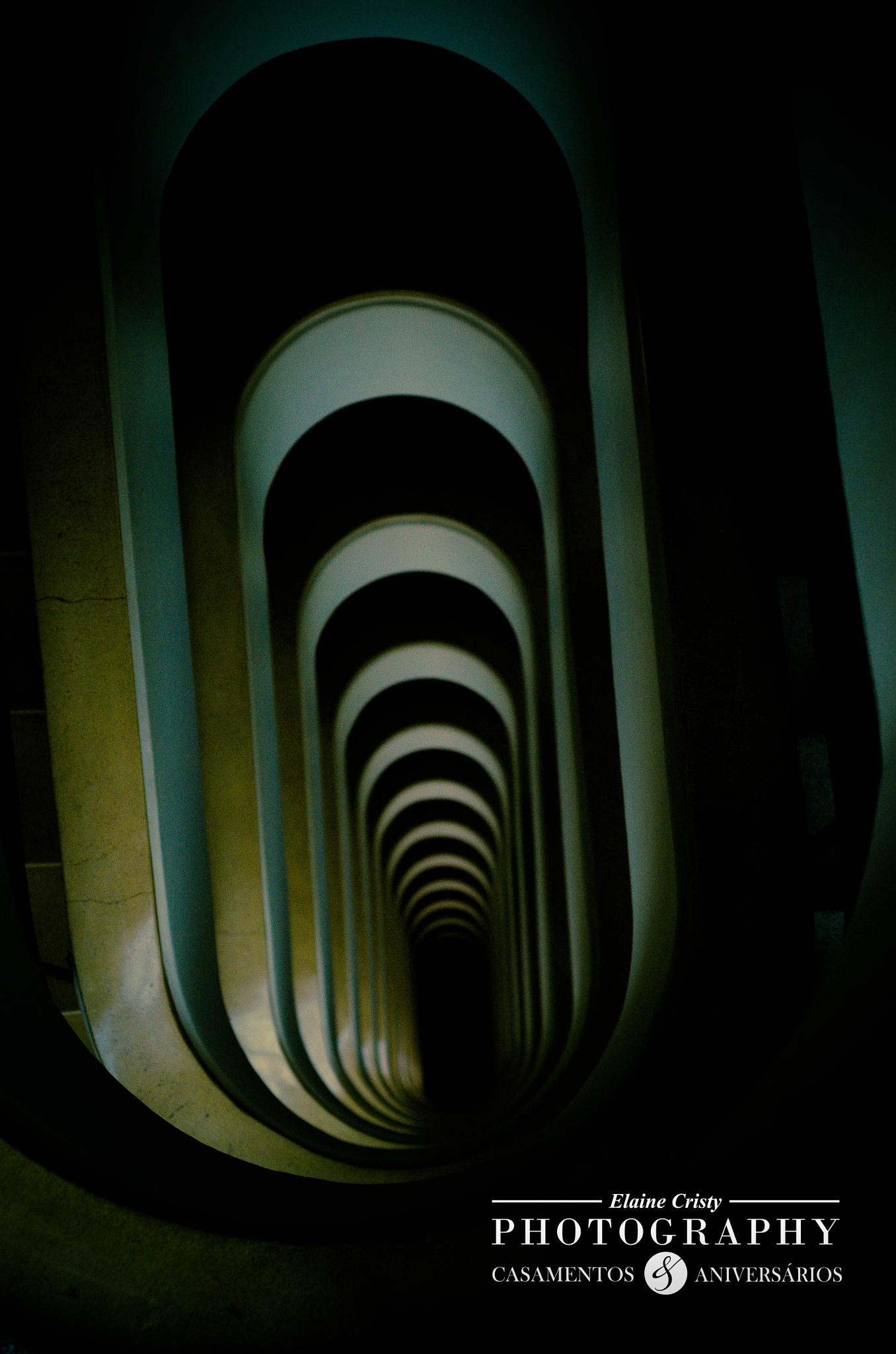 Escadaria  by Elaine Cristy