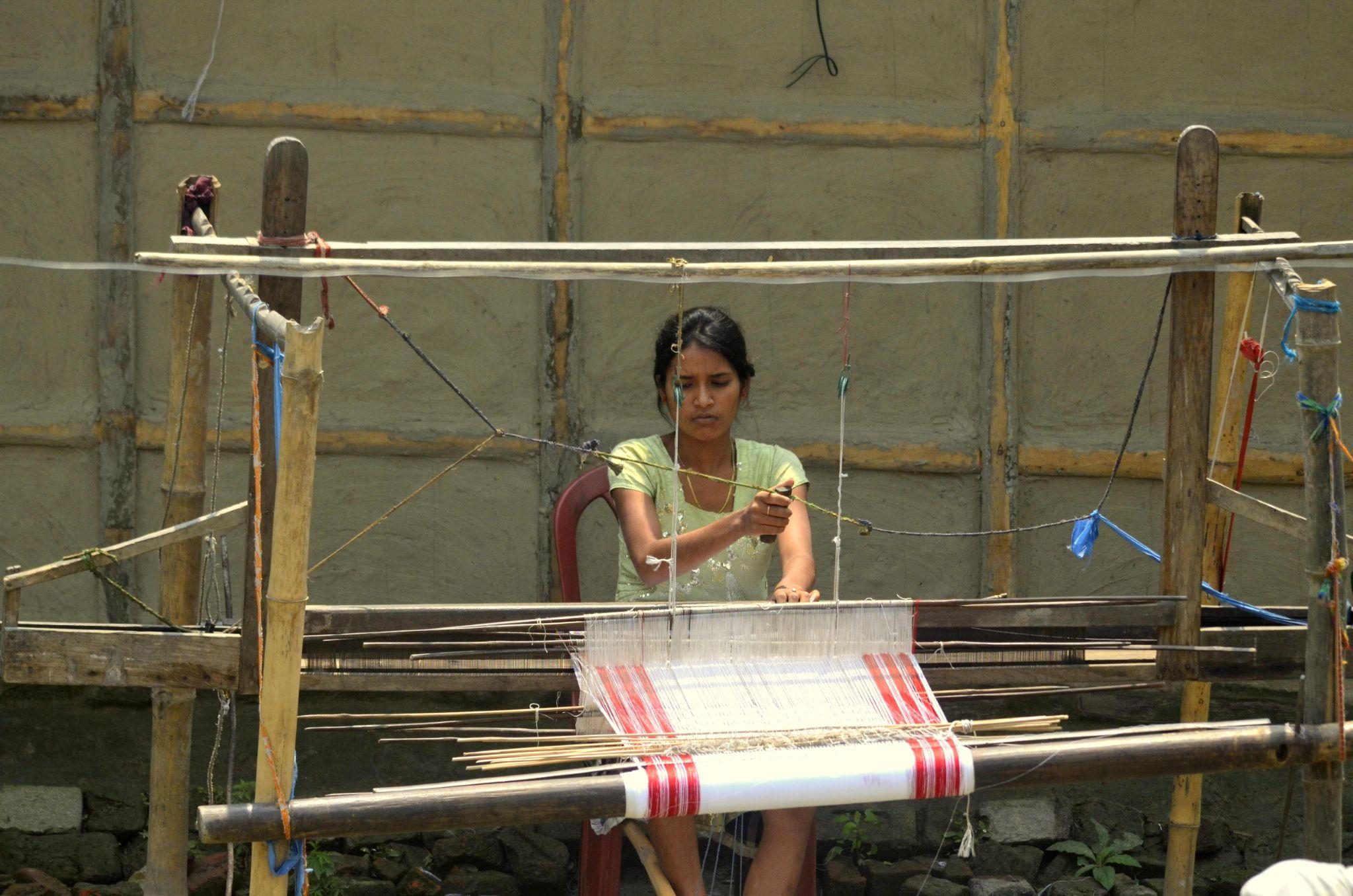 weaving by saikiasadananda