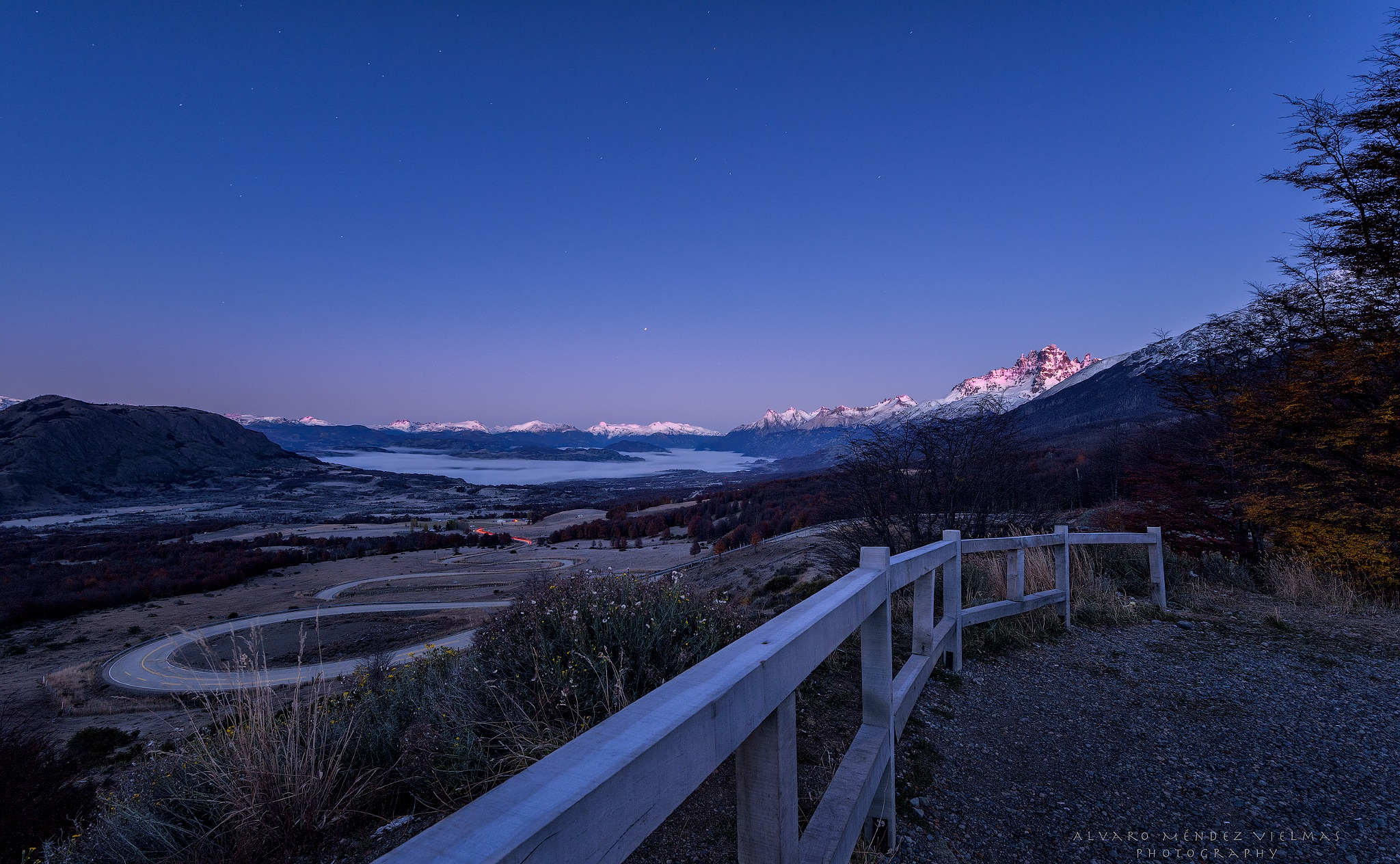 First lights of the day looking at Cerro Castillo by Álvaro Méndez Vielmas